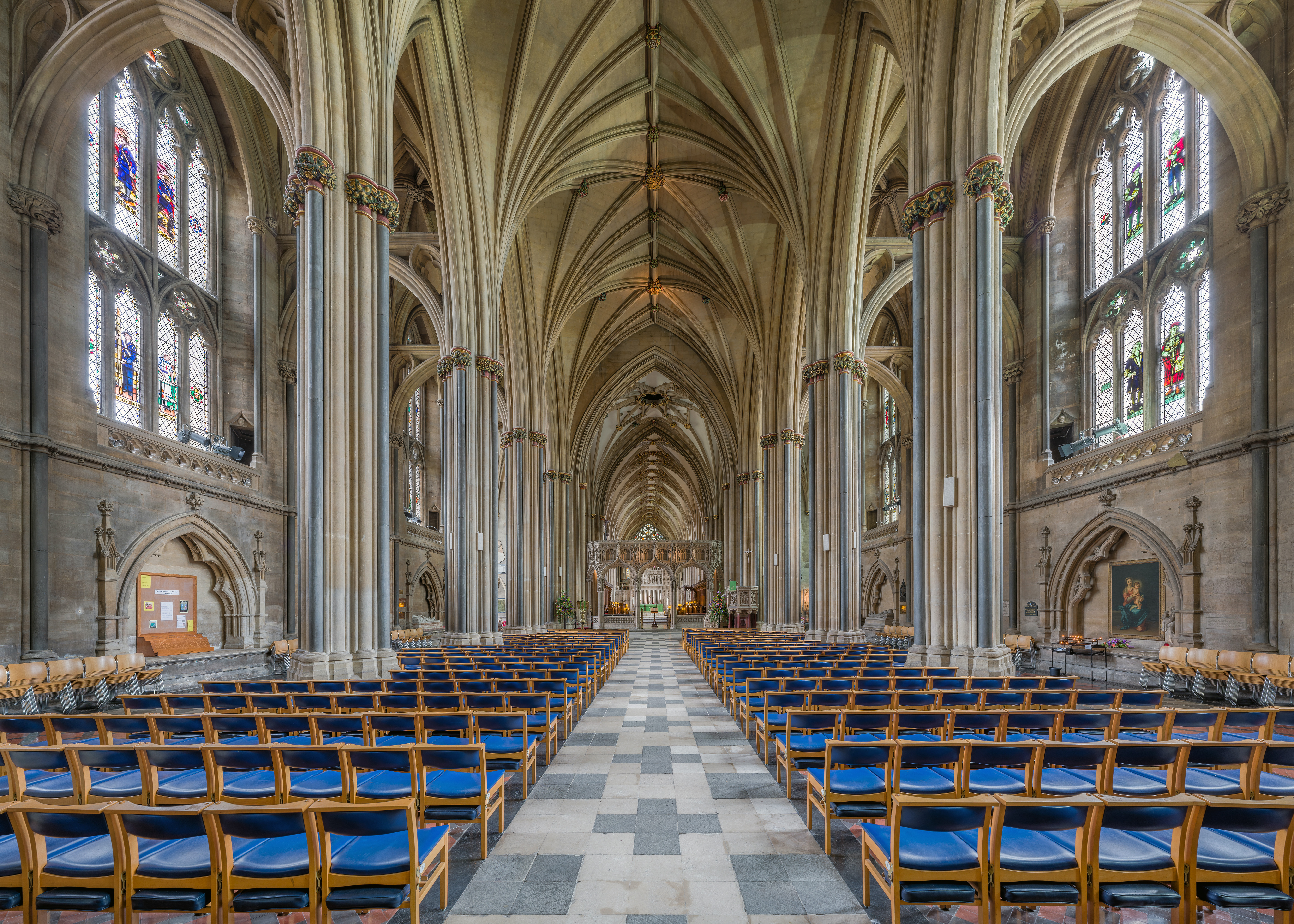 Bristol_Cathedral_Nave_looking_east,_Bristol,_UK_-_Diliff.jpg