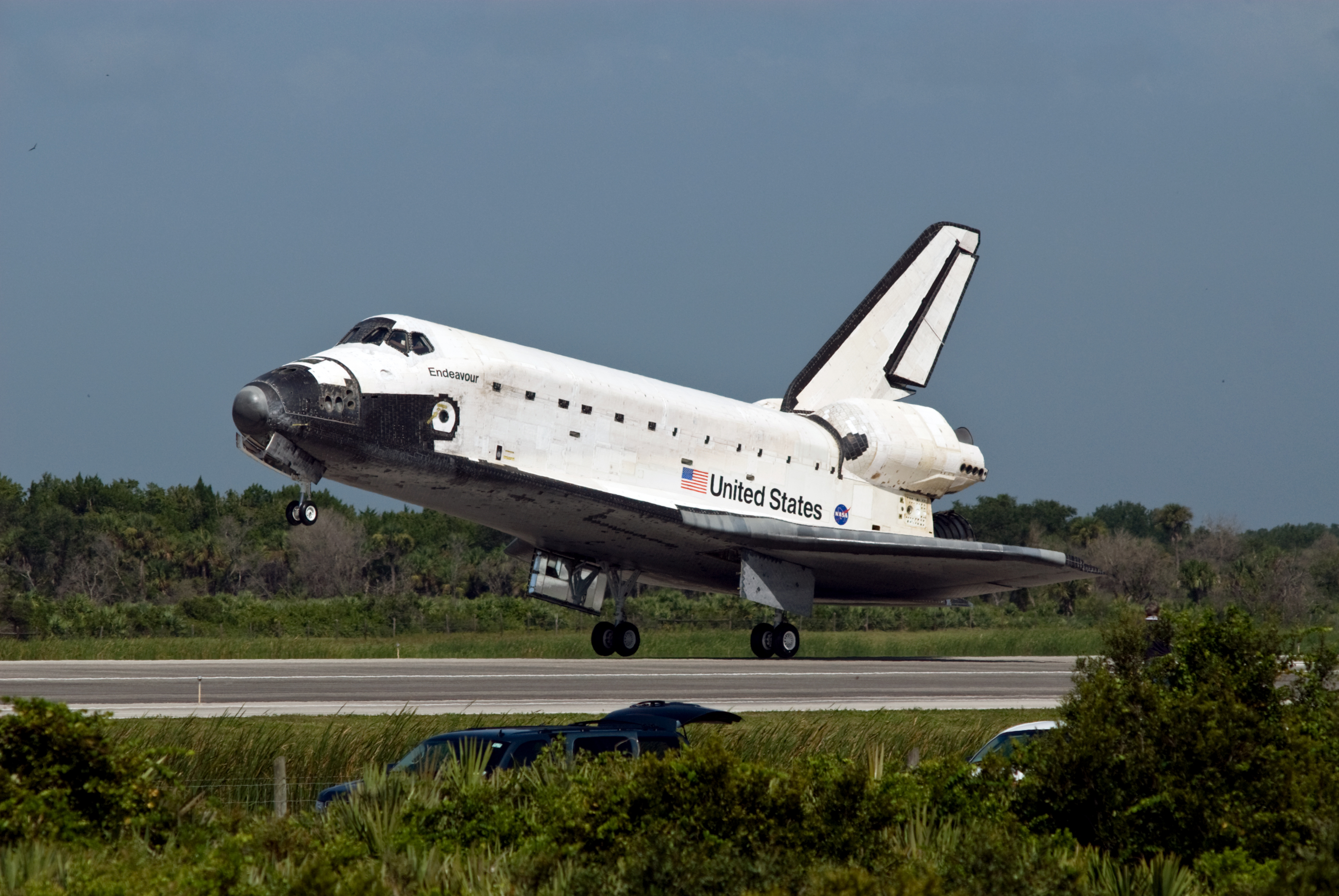 File:Space Shuttle Endeavour Lands at the Kennedy Space Center on ...