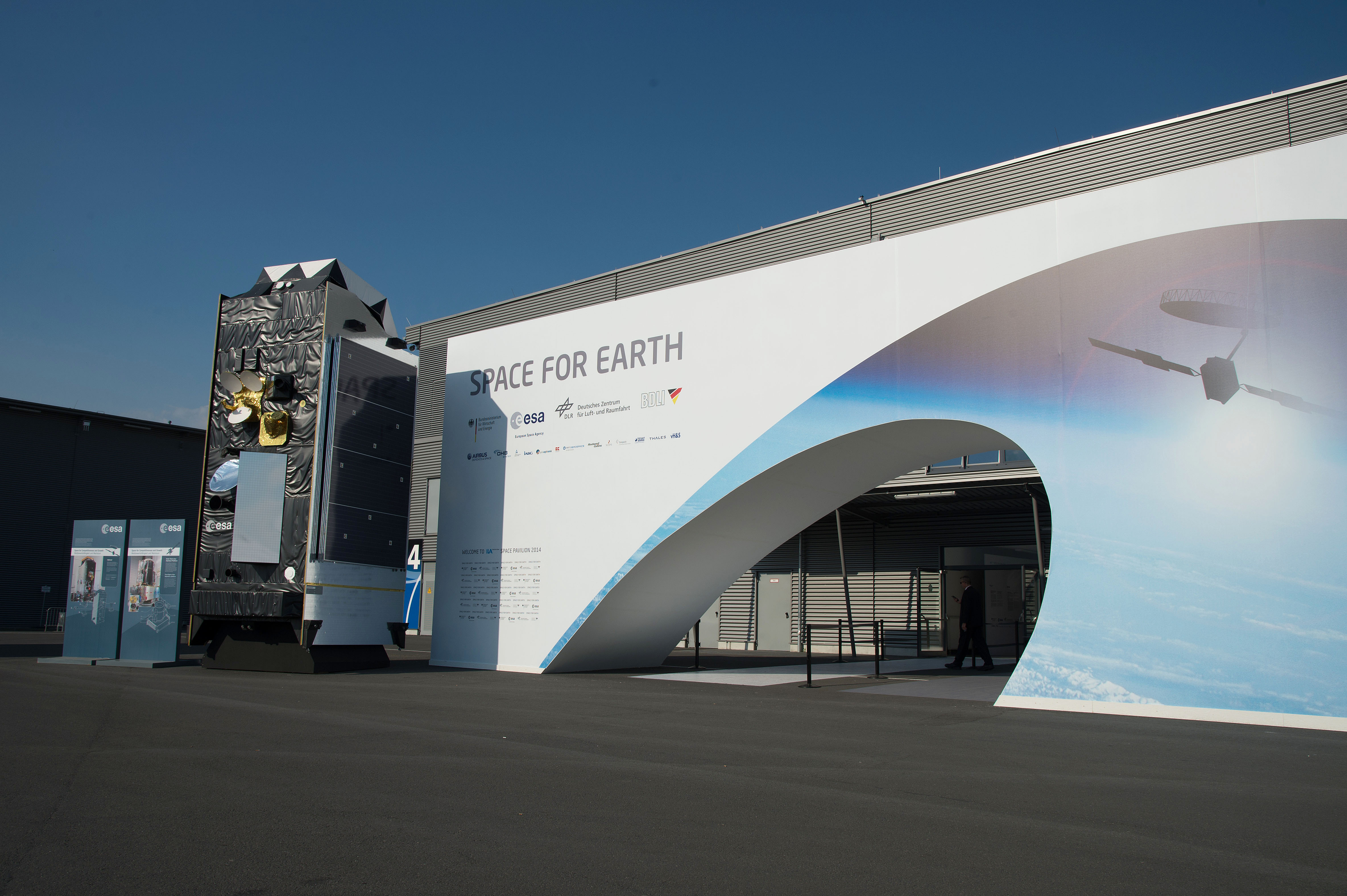 Space in Images - 2014 - 05 - Entrance of the 'Space for Earth ...