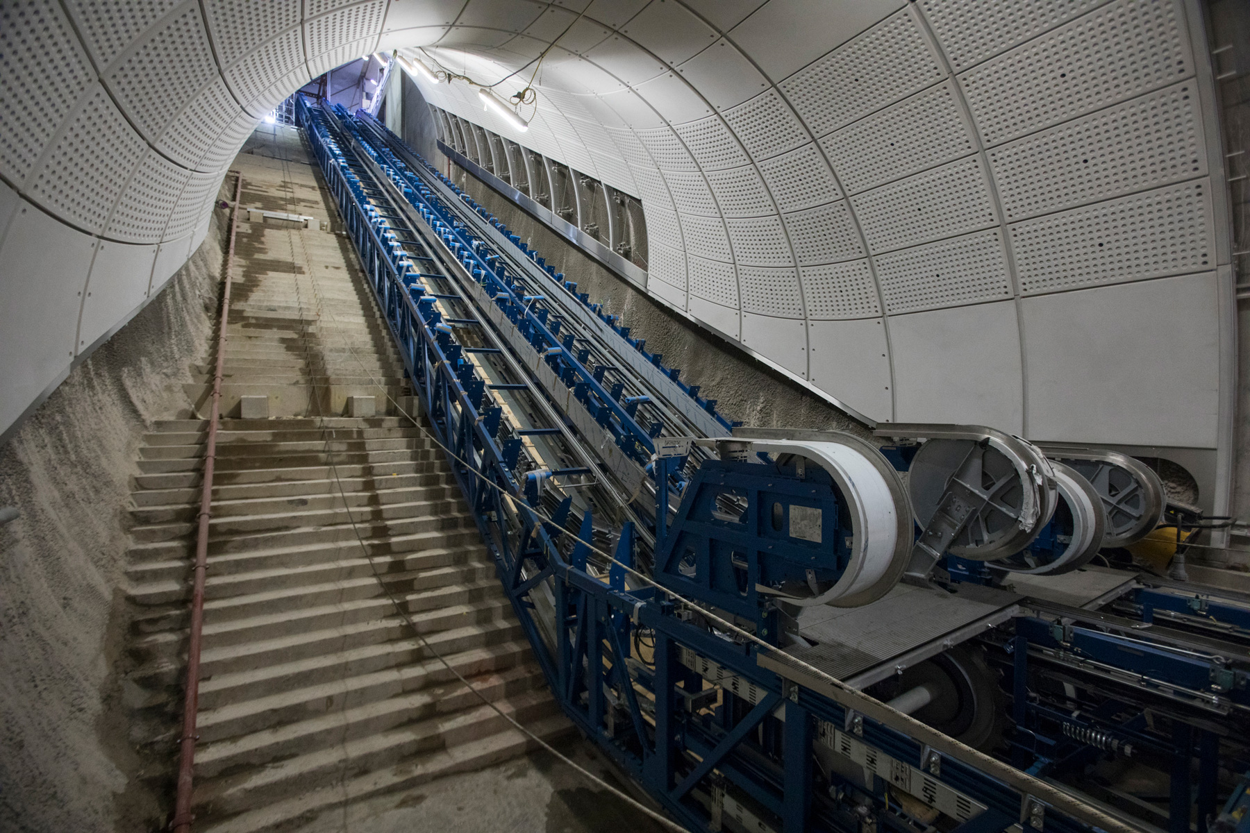 Timelapse video of Crossrail escalators being installed – IanVisits