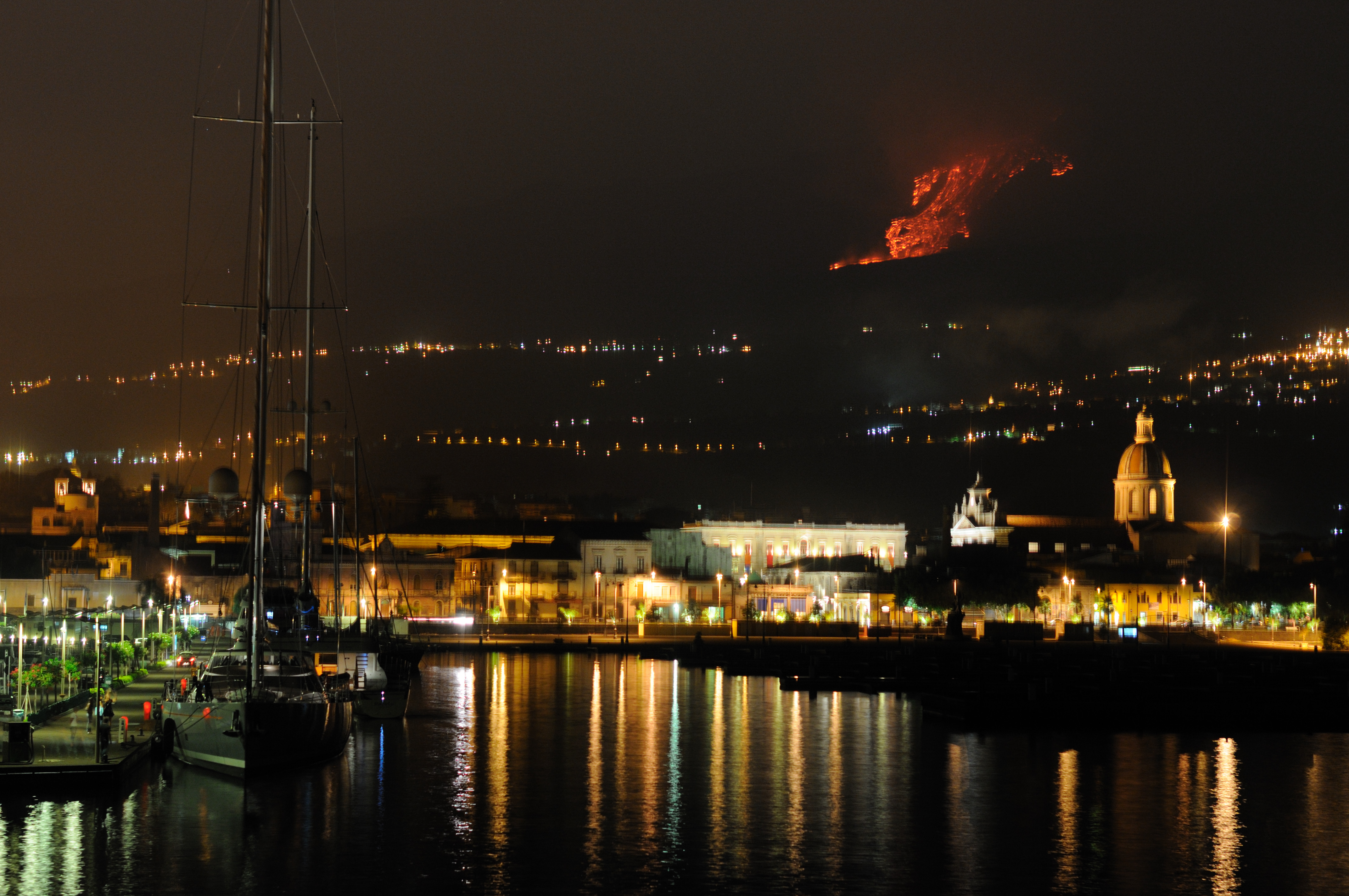 Etna volcano paroxysmal eruption july 30 2011 - creative commons by gnuckx photo