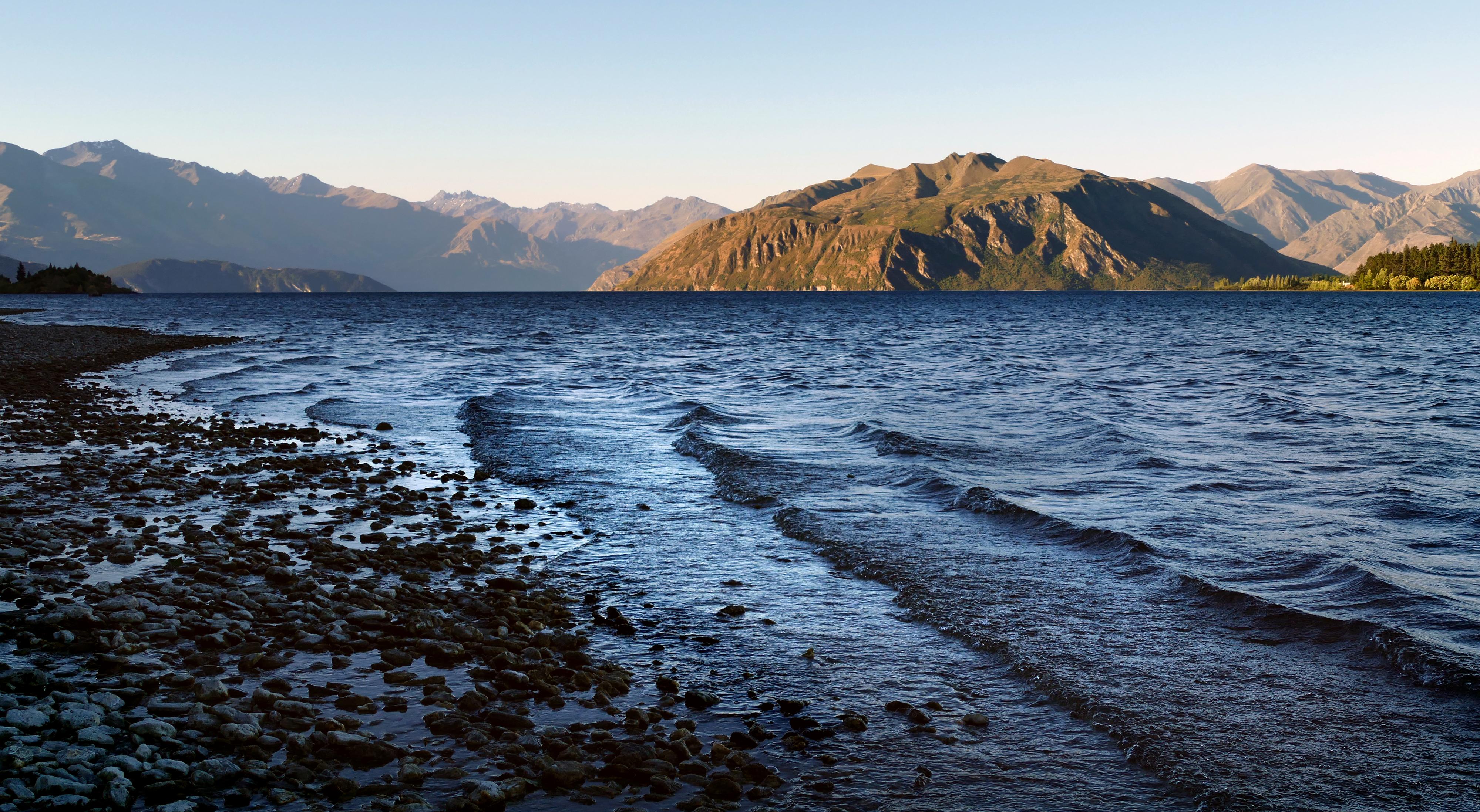 Evening. lake wanaka. nz photo