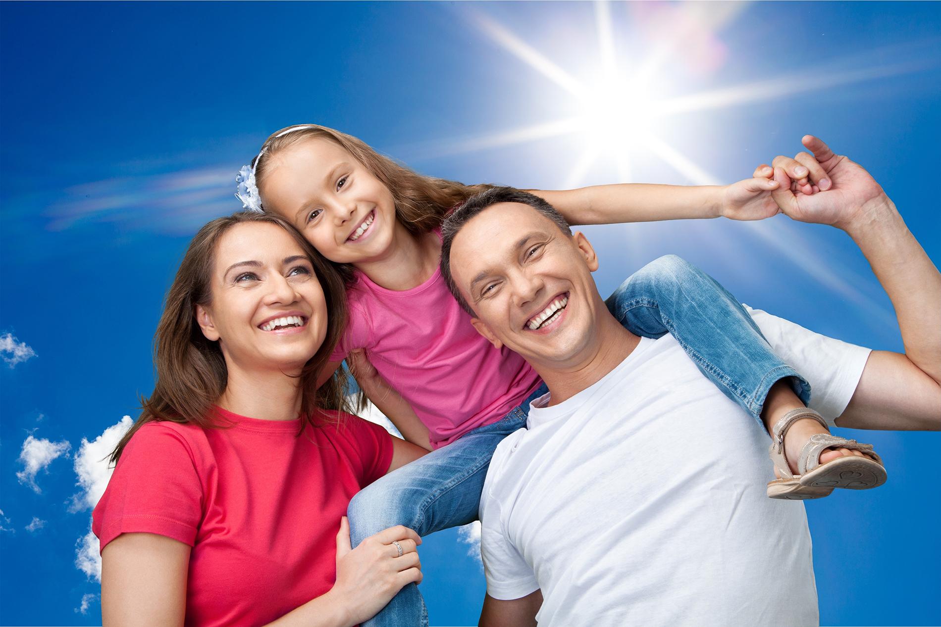 Happy family of three 52747 - Happy Family - Figure