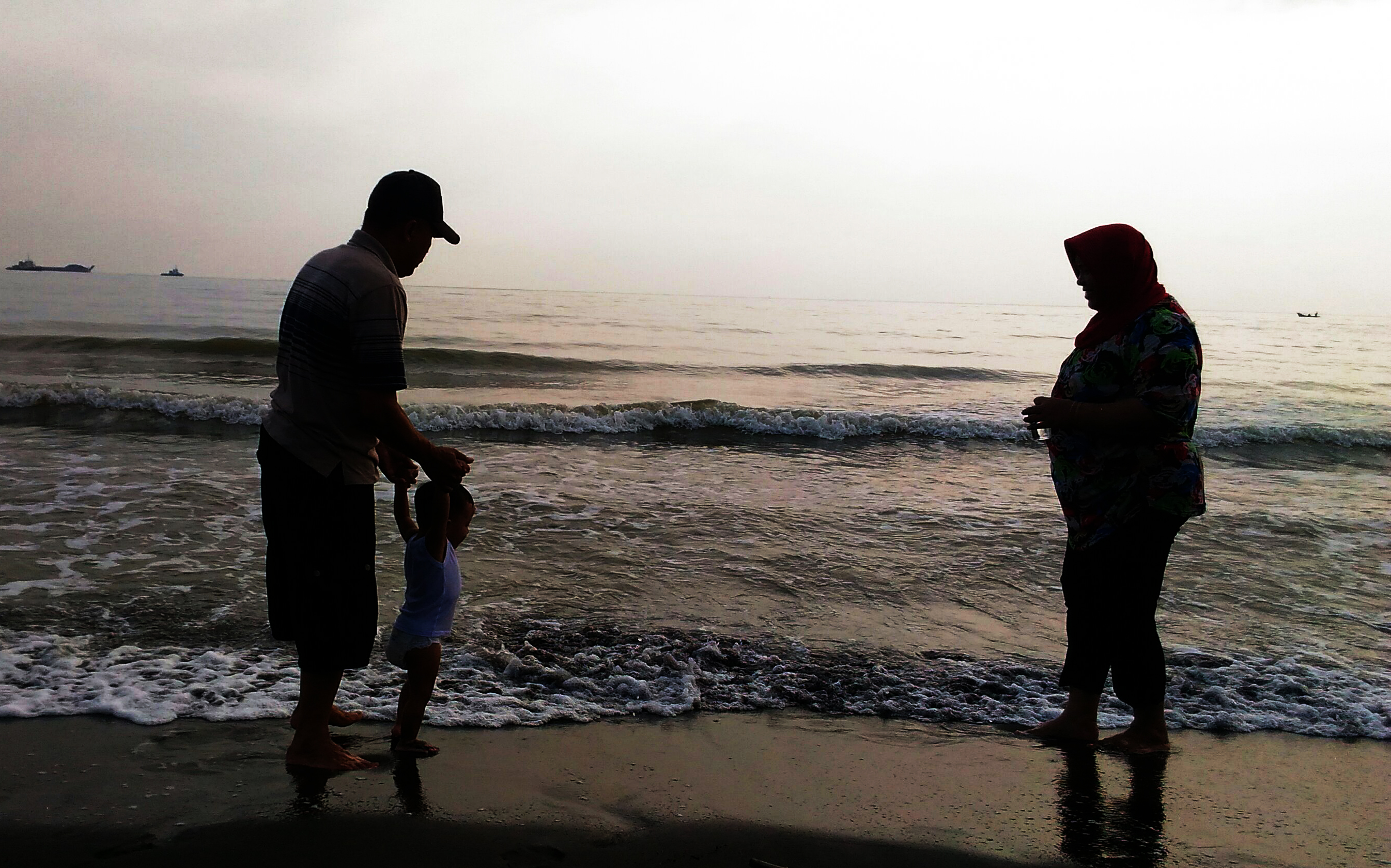 Family on The Beach, Beach, Family, Indonesia, Vacation, HQ Photo
