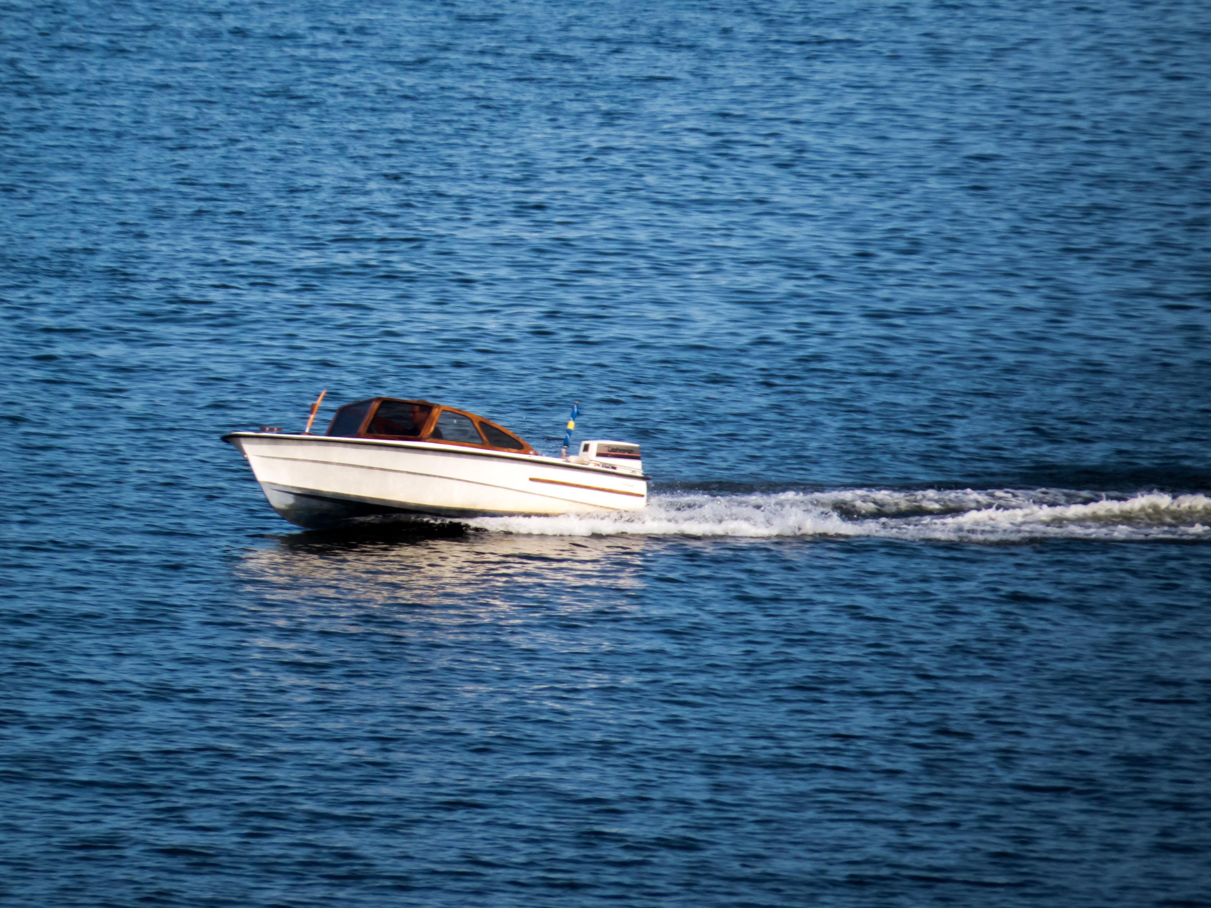 Fast boat photo