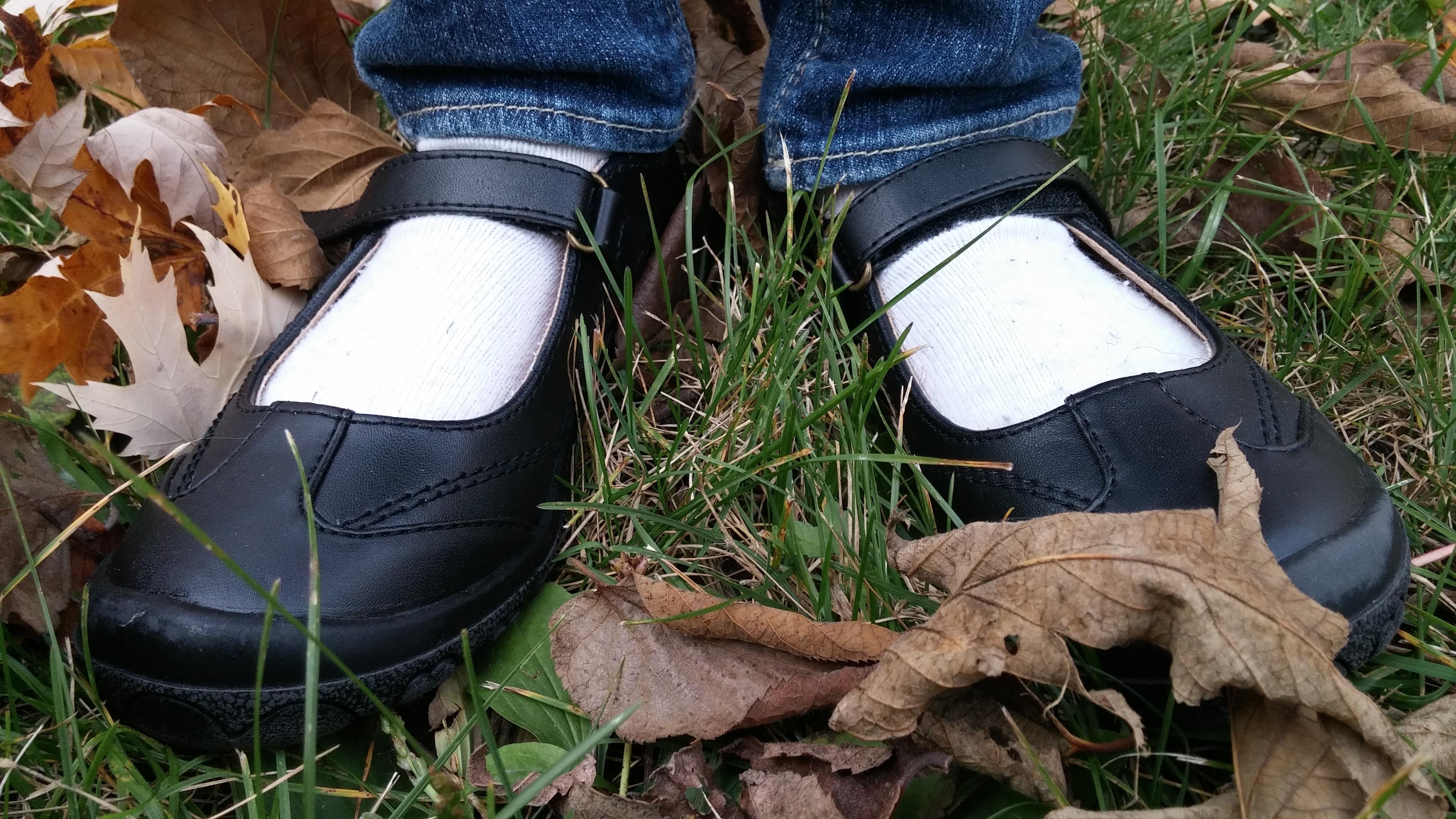 Feet Selfie, Feet, Leaves, Outside, Shoe, HQ Photo