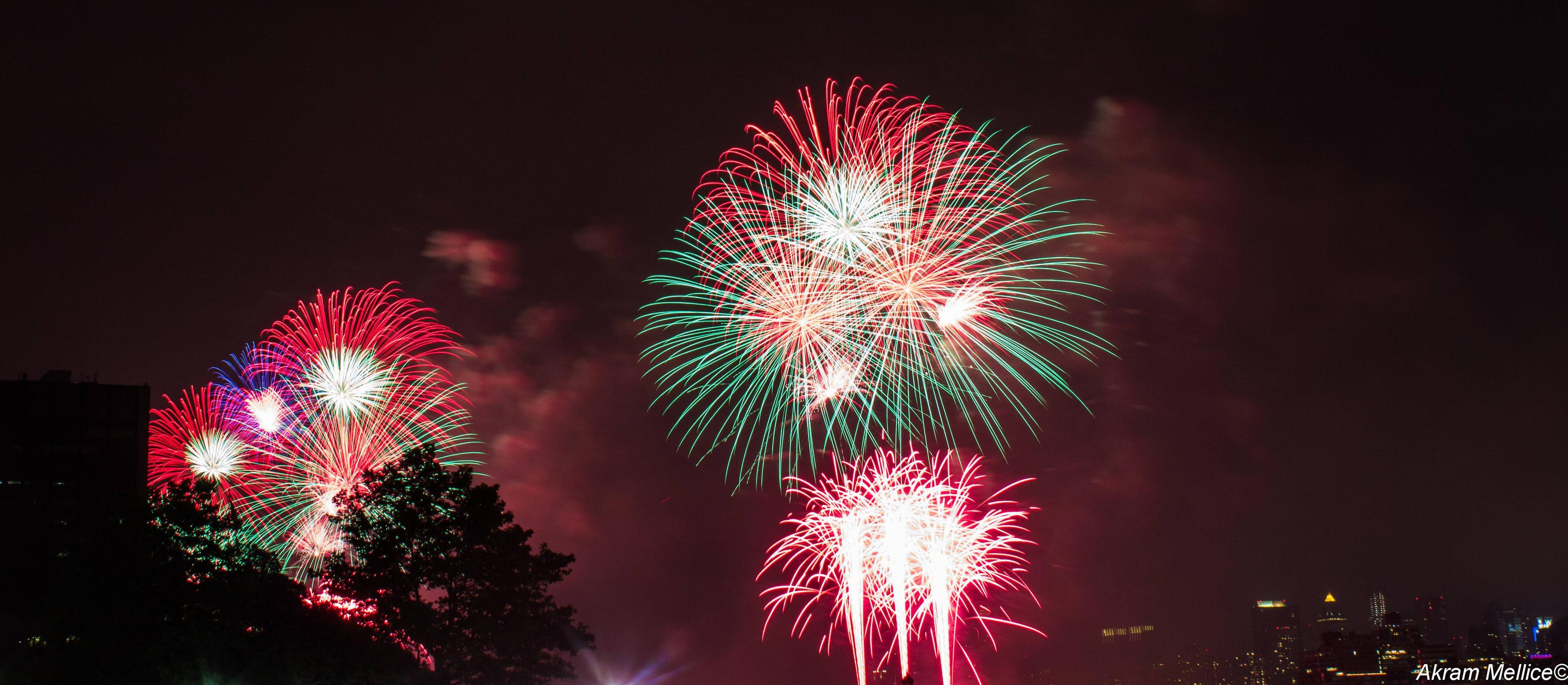 photoshop - How to get rid of smoke in this fireworks photo in post ...