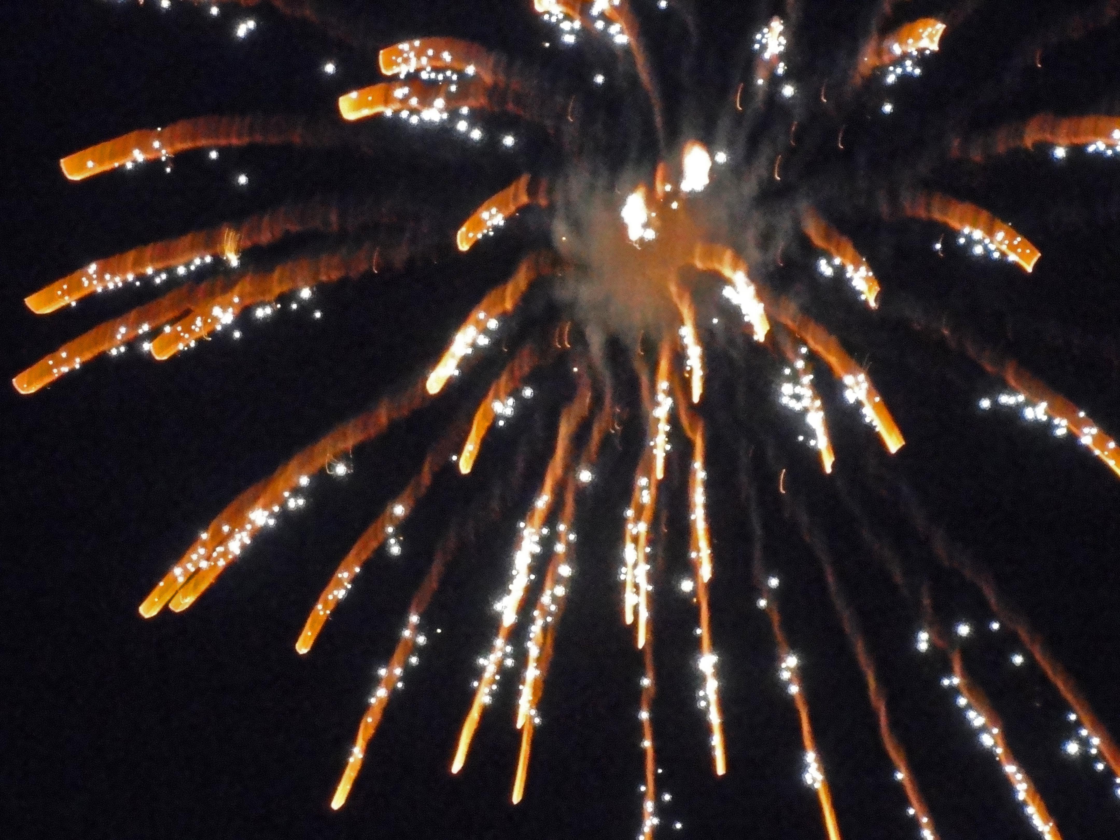 File:Firework with smoke (6529994019).jpg - Wikimedia Commons
