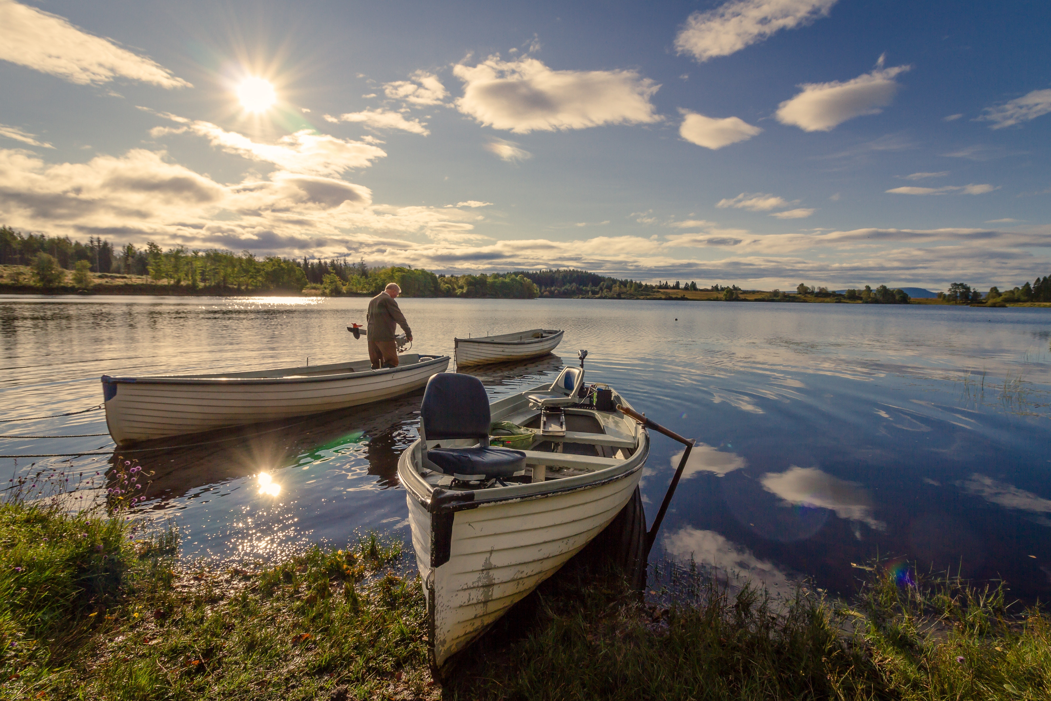 Fisherman on White Wooden Boat, Boats, Scenery, Water, Vehicle, HQ Photo