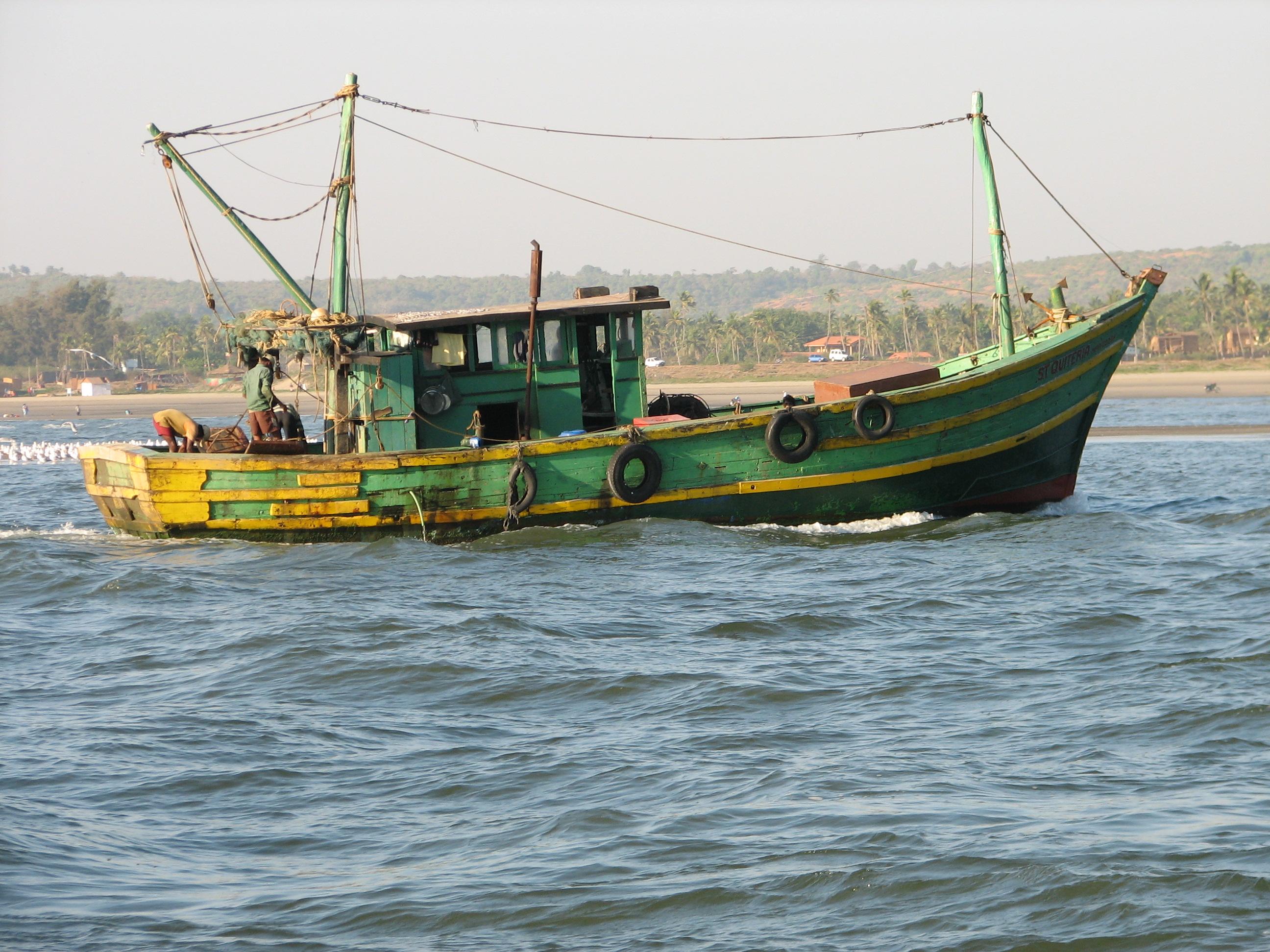 File:Fishing Boat Goa India.jpg - Wikimedia Commons