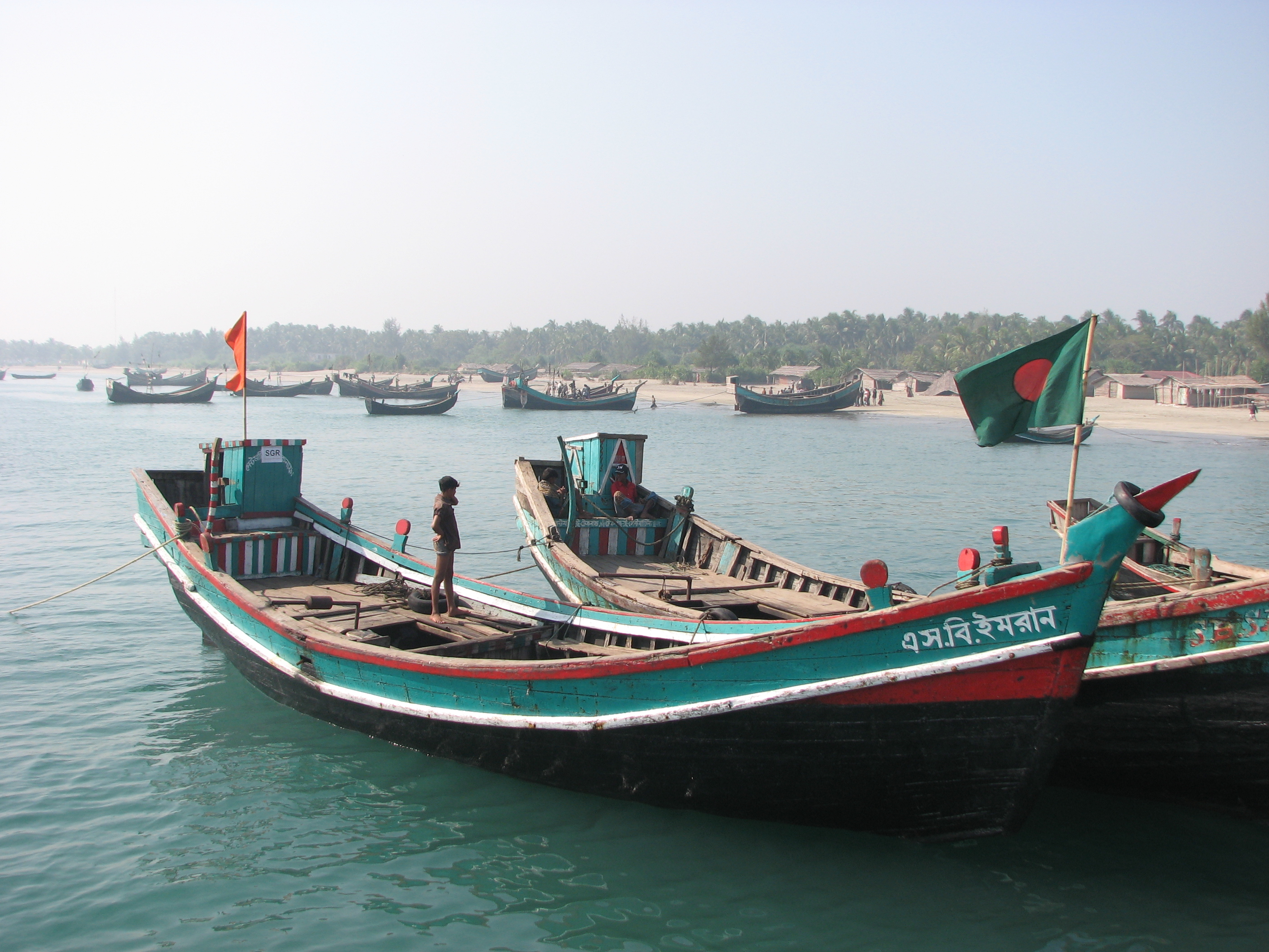 File:Fishing boat BD.JPG - Wikimedia Commons