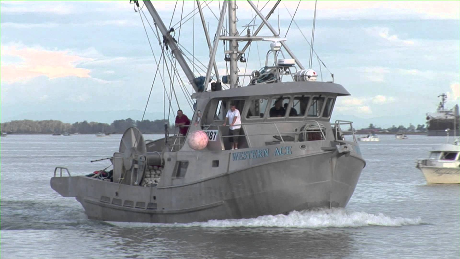FISHING BOATS and marine traffic fraser river 2010 - YouTube