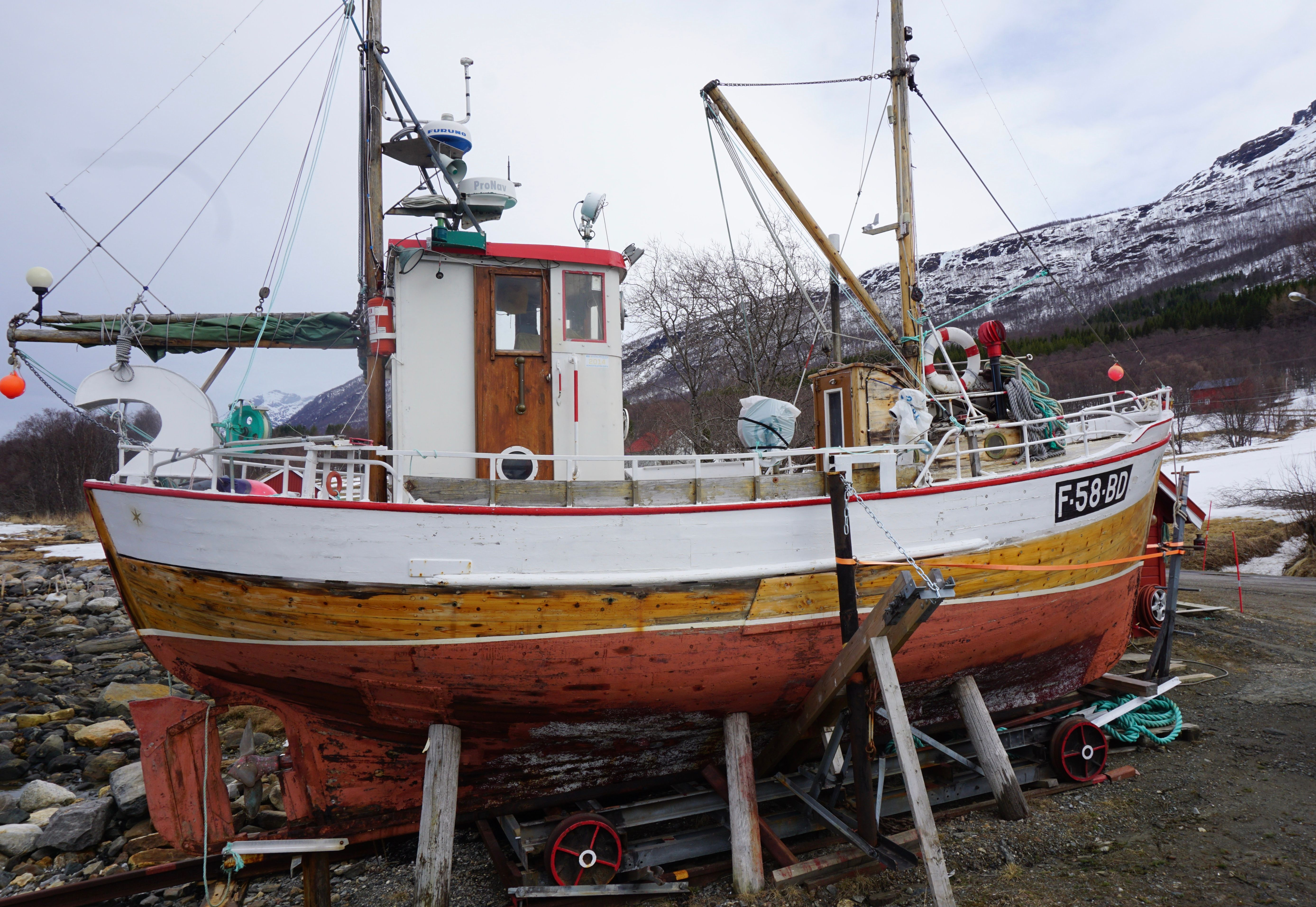 Fishing boats. Old and new Time. — Steemit