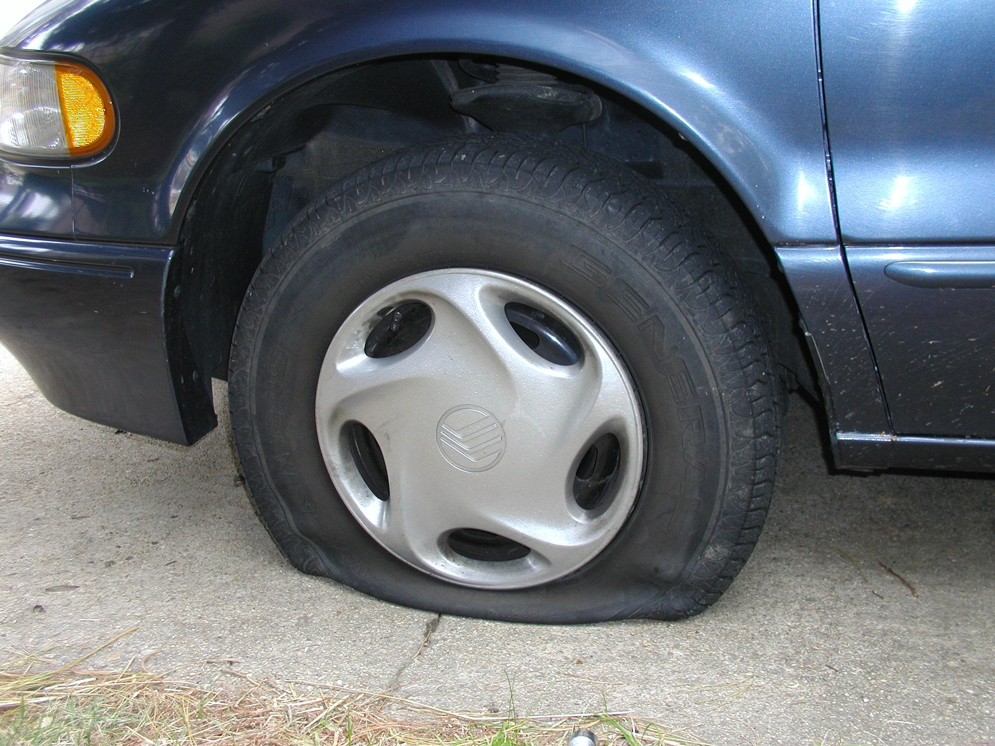 File:Flat Tire.JPG - Wikimedia Commons