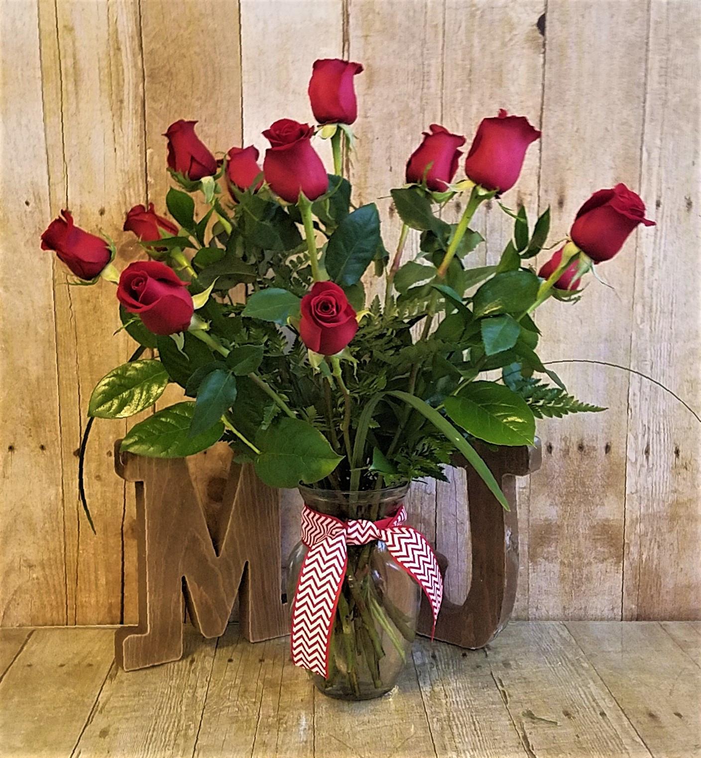 The Classic Dozen in Berlin, NJ | MaryJane's Flowers & Gifts