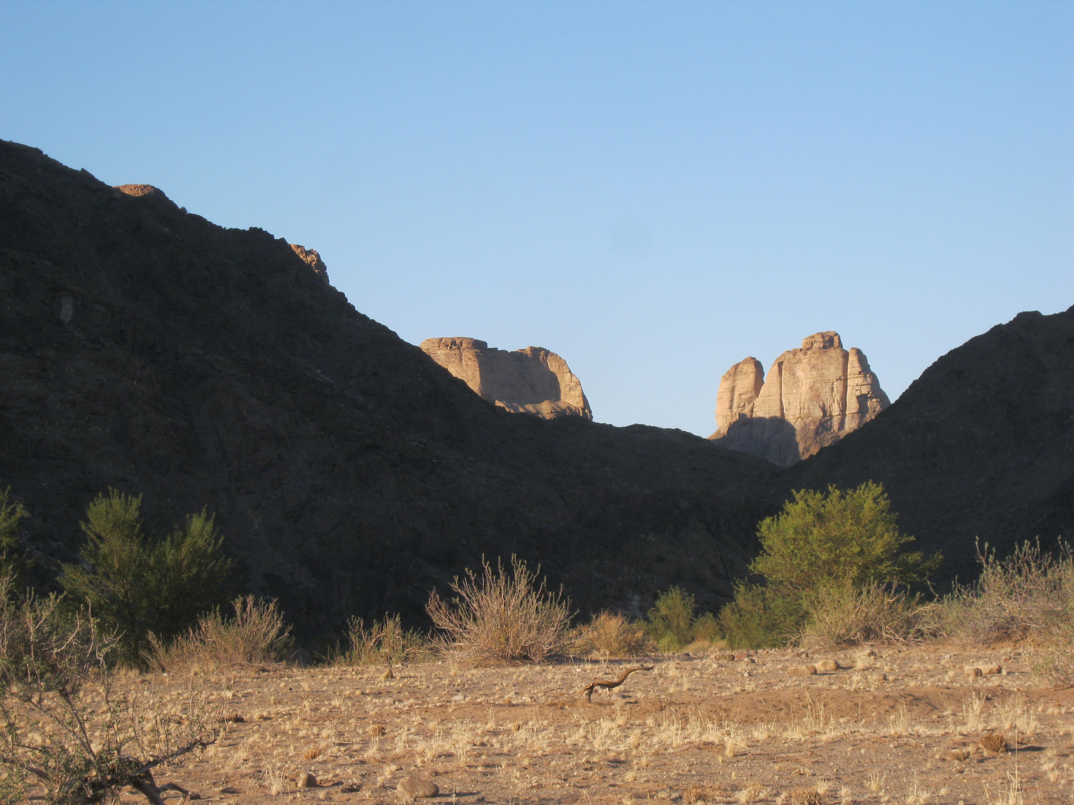 File:Four Finger Rock from Three Sisters - panoramio.jpg - Wikimedia ...