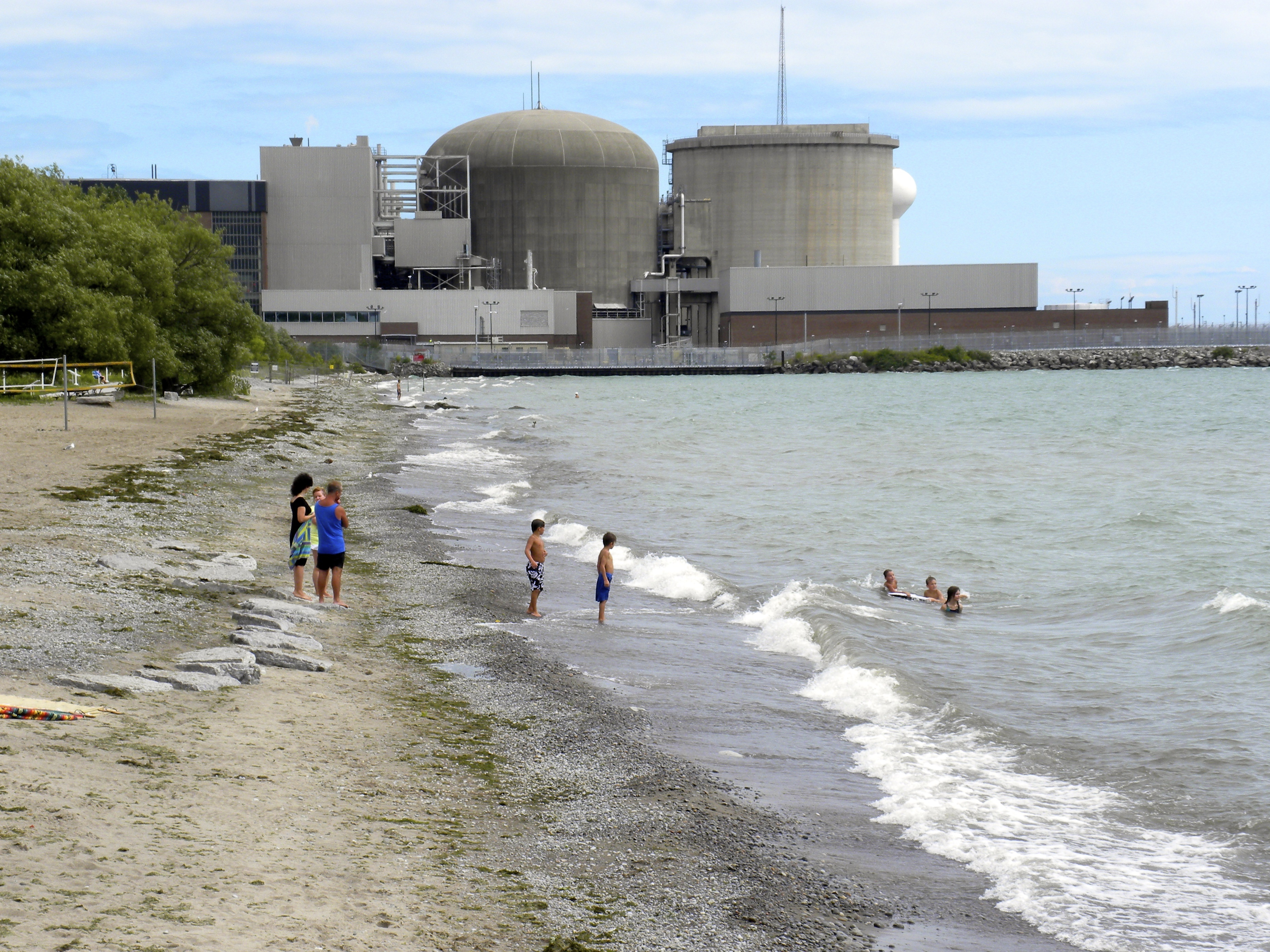 File:Frenchman's Bay and the Pickering Nuclear Plant -a.jpg ...