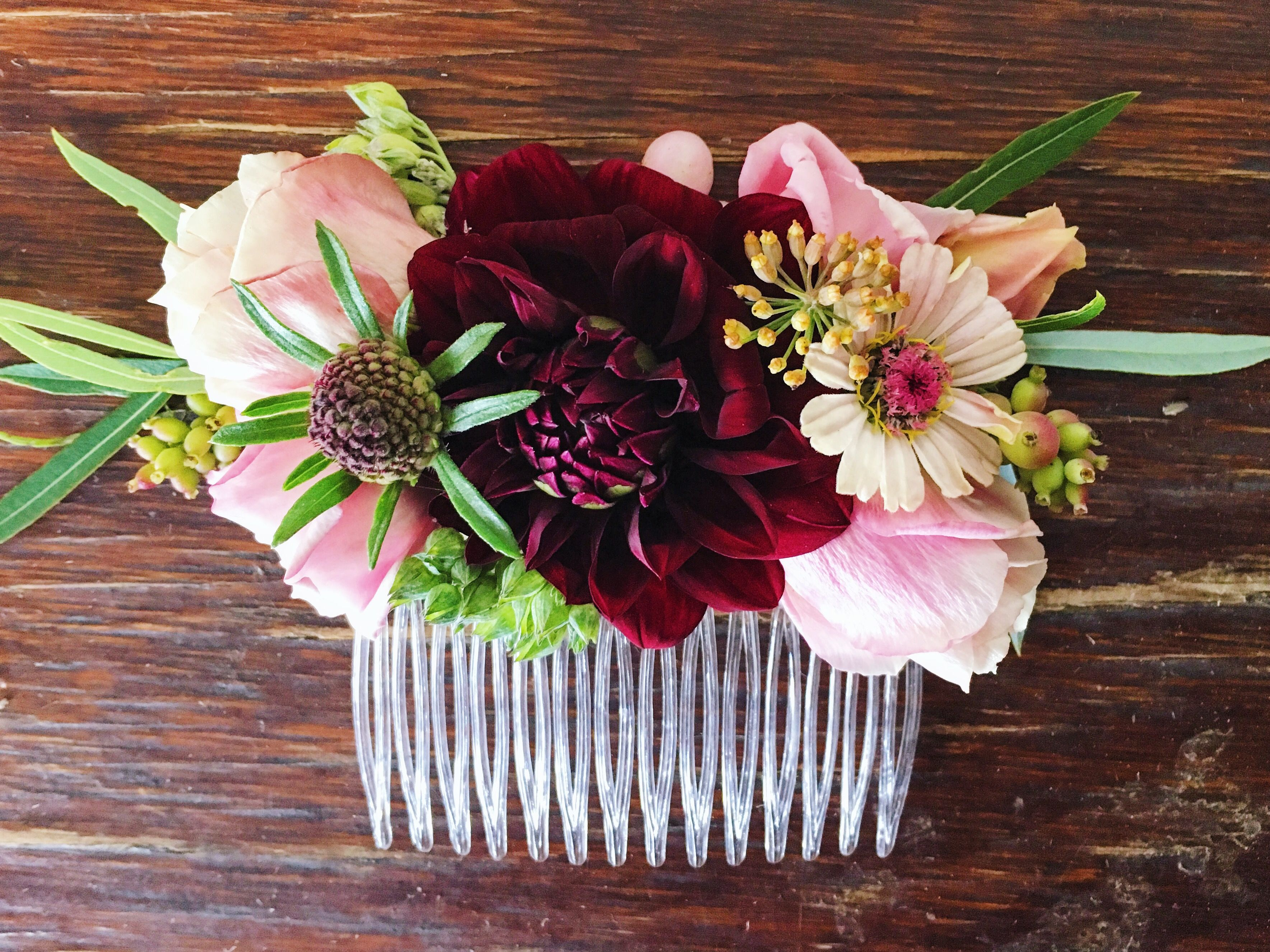 Seasonal fresh flower hair comb with burgundy dahlias, blush ...