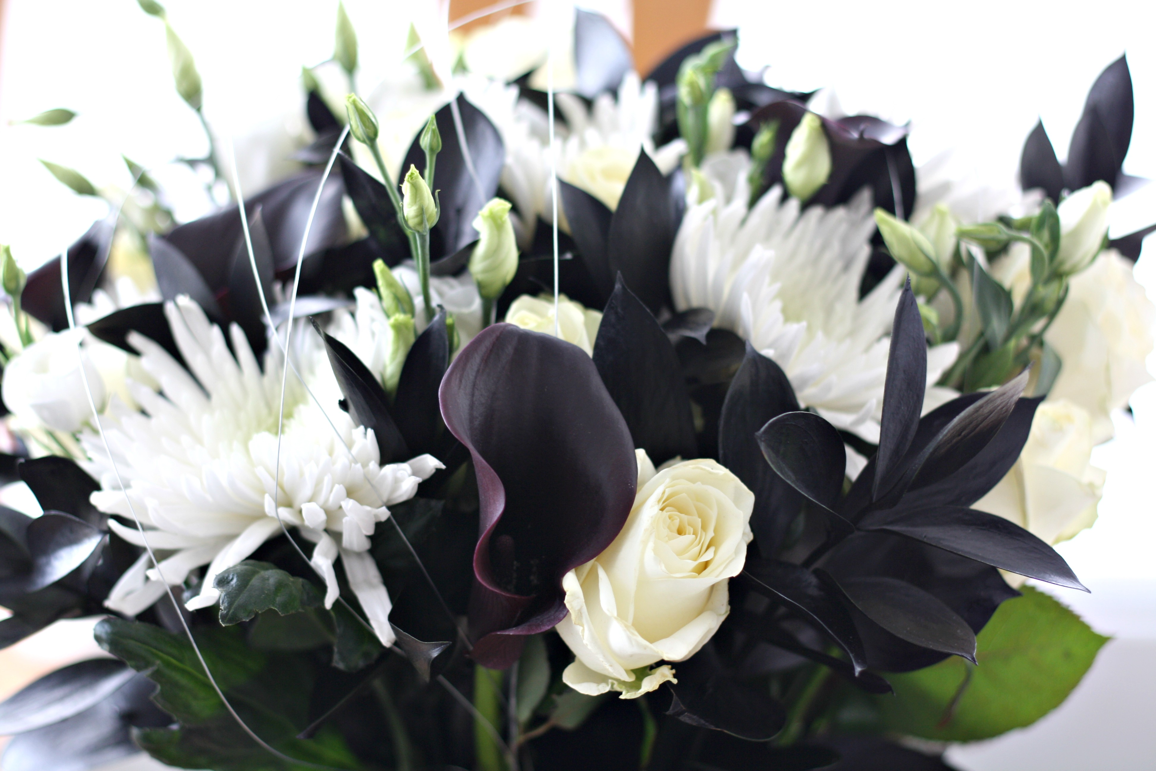 Decorate your Christmas Table with Fresh Flowers - Makes, Bakes and ...