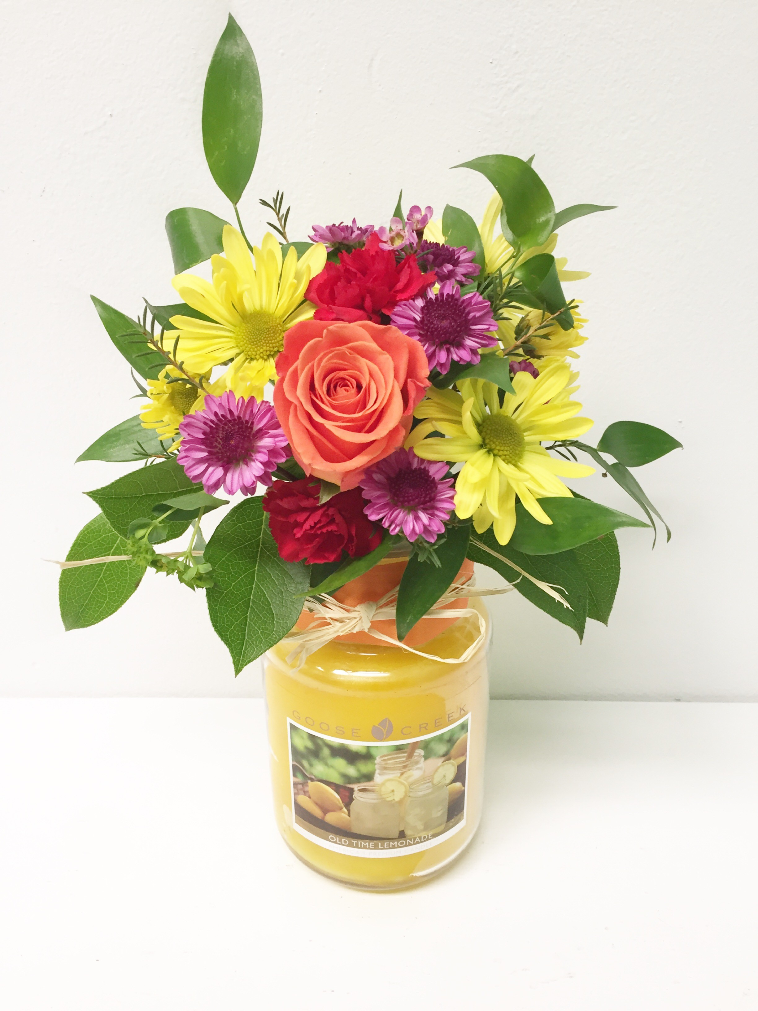 Spring Candle with Fresh Flowers in Lawrenceburg, IN | Artistic Floral