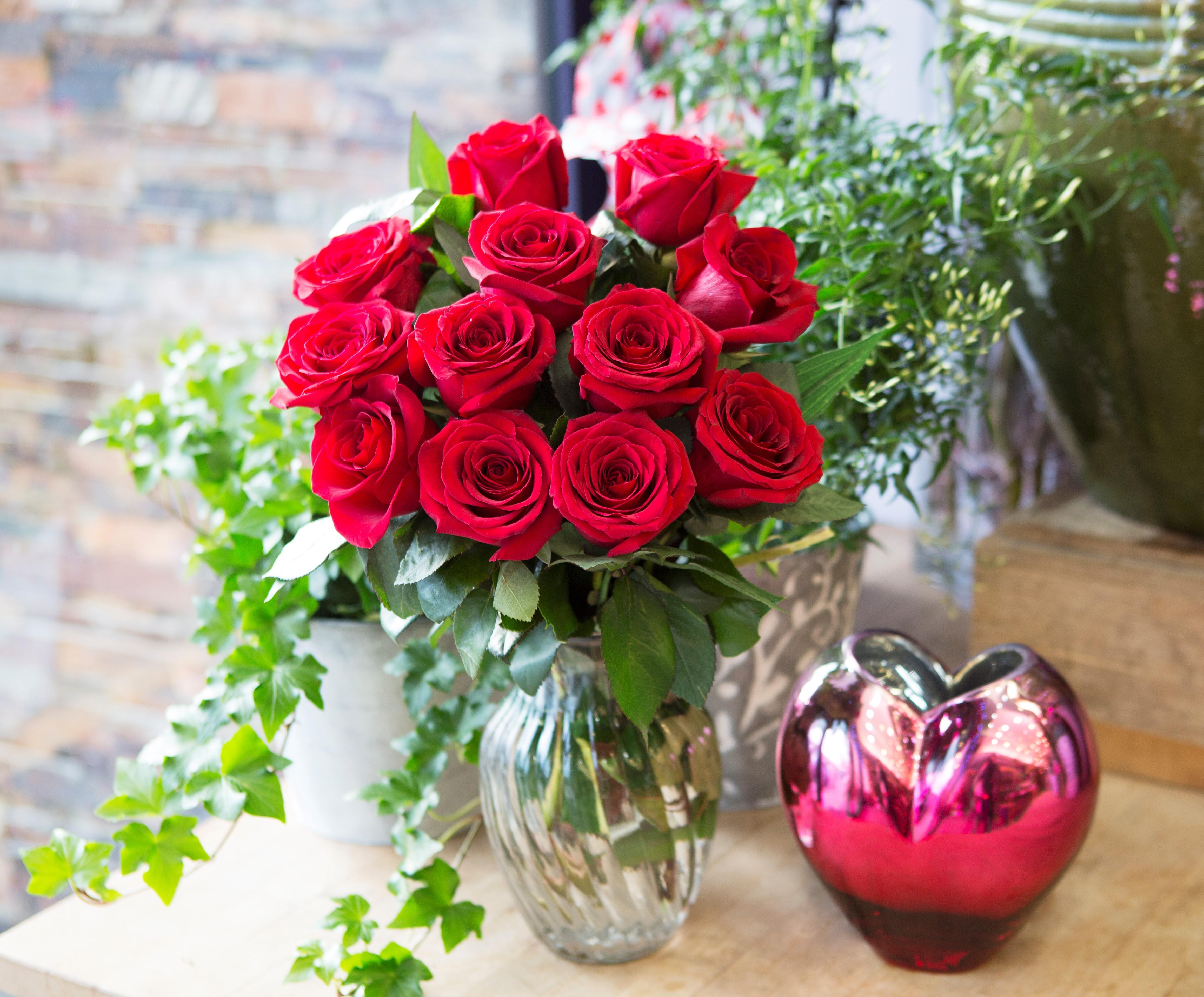 Amazon.com : KaBloom The Romantic Classic Red Rose Bouquet of 12 ...