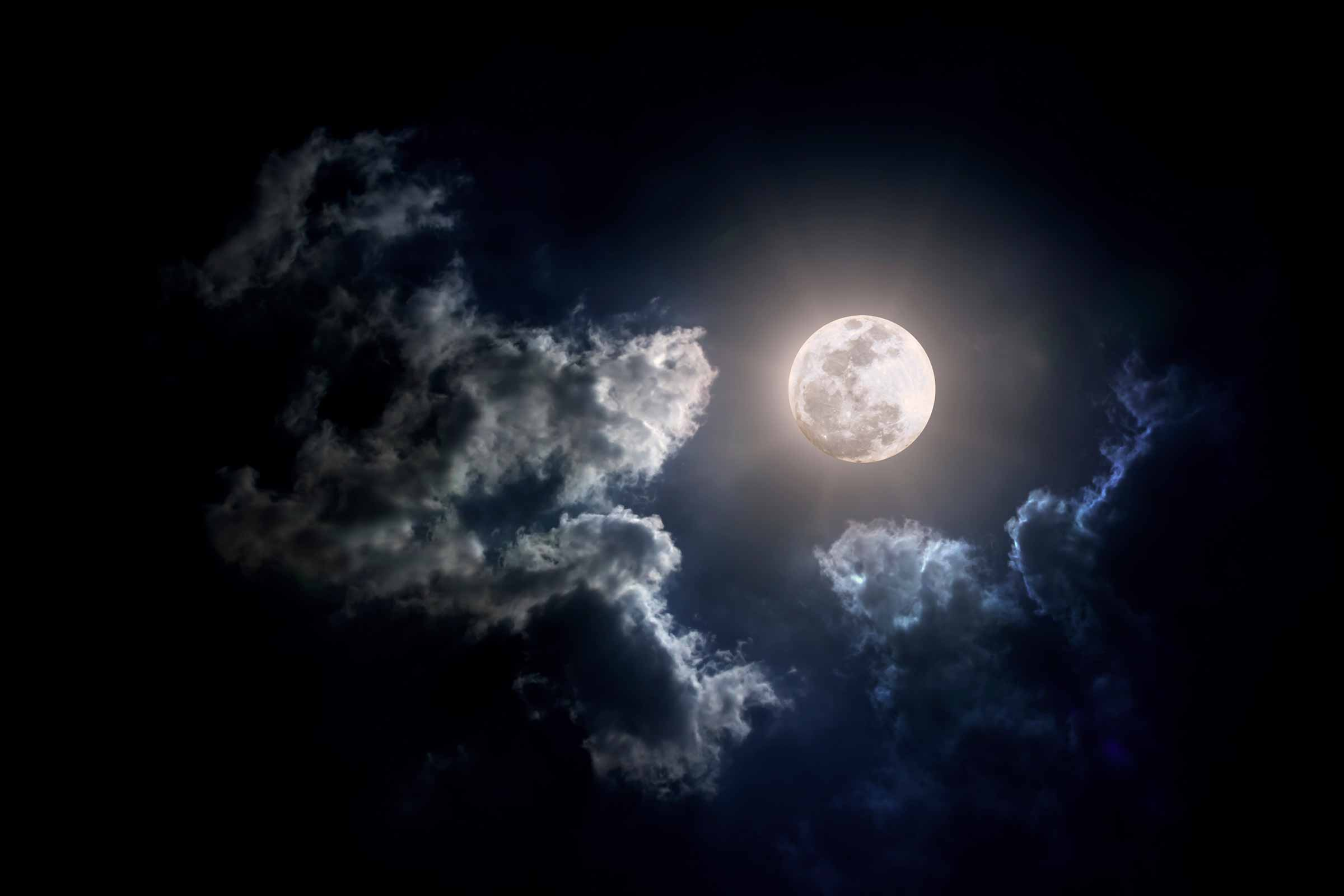 Myths About Full Moons You Should Ignore | Reader's Digest