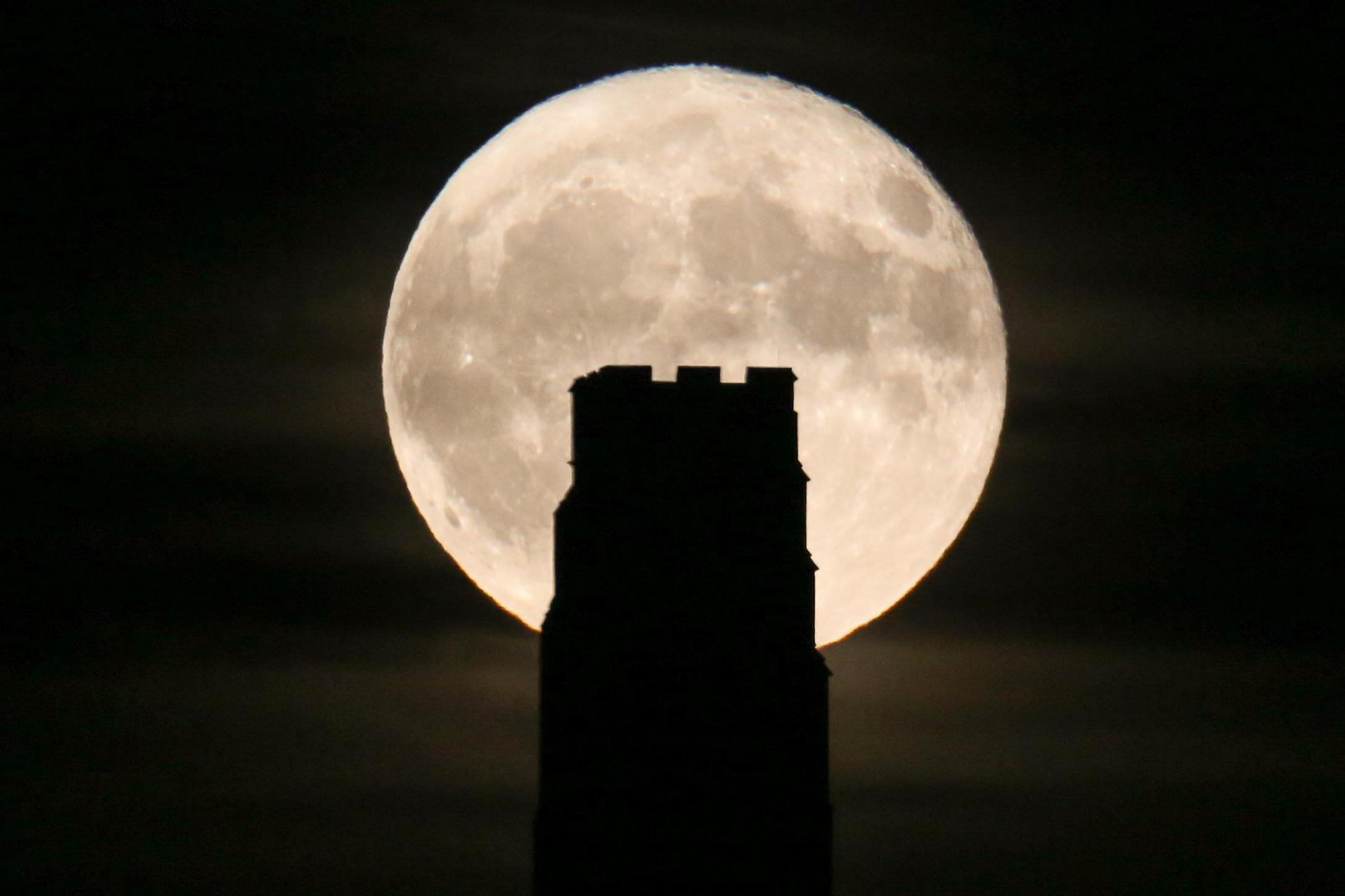 November full moon 2017: Stunning images as spectacle lights up ...
