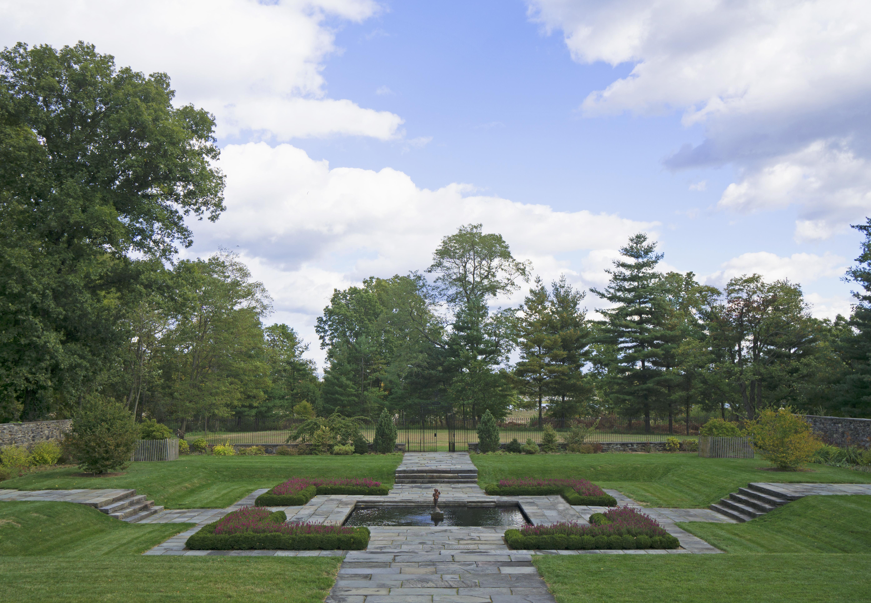 File:Bartow-Pell Garden View.jpg - Wikimedia Commons