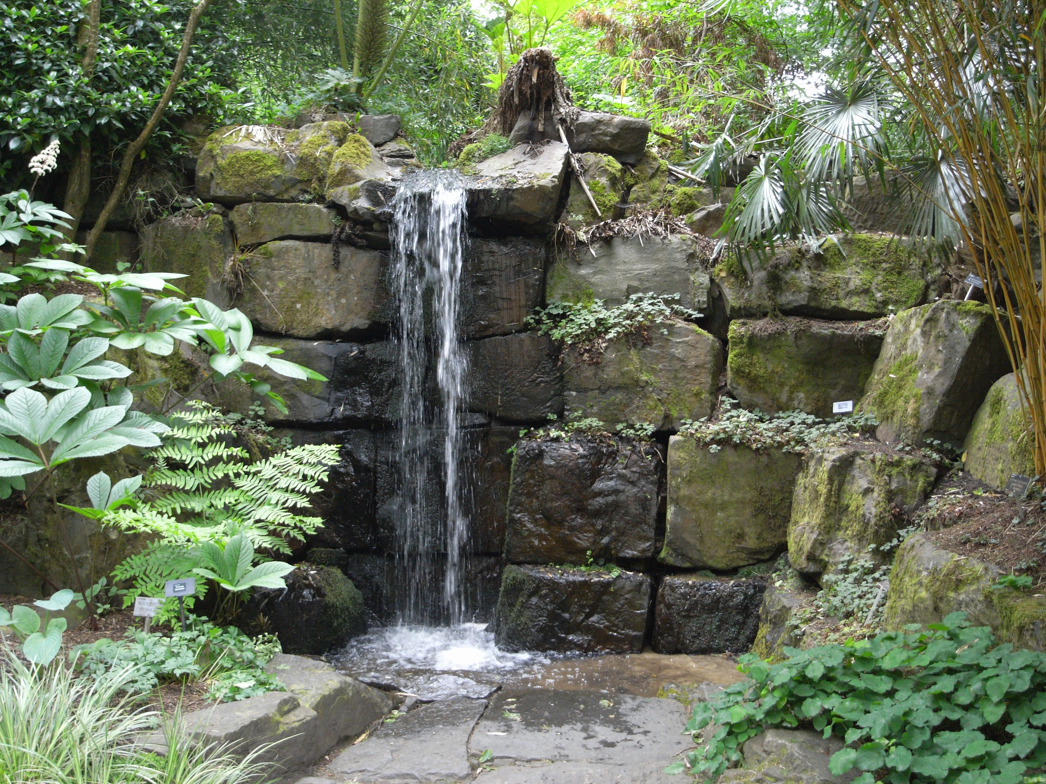 File:Waterfall in Rosemoor Garden 23119.JPG - Wikimedia Commons