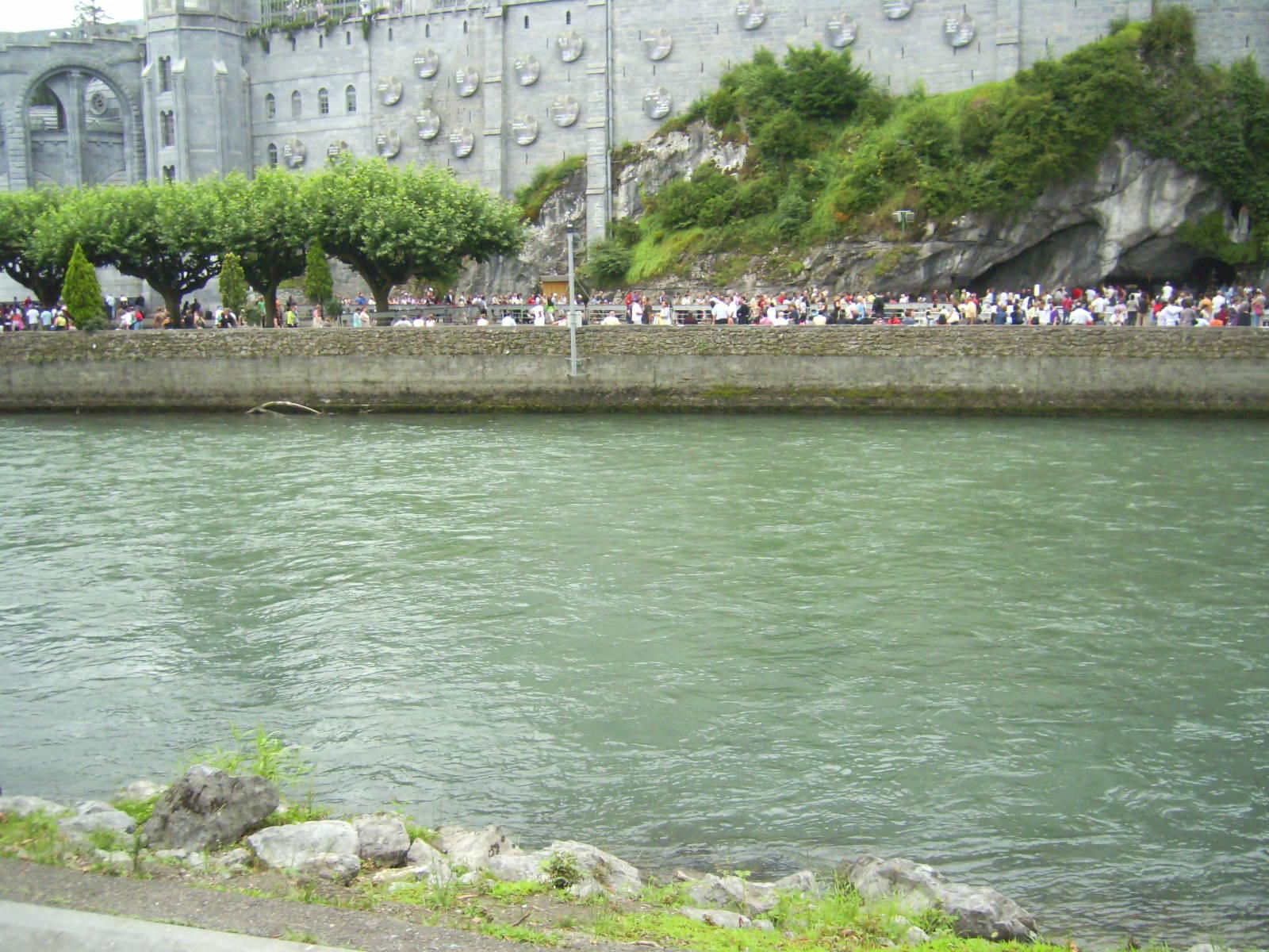 Gave de pau river (lourdes) photo