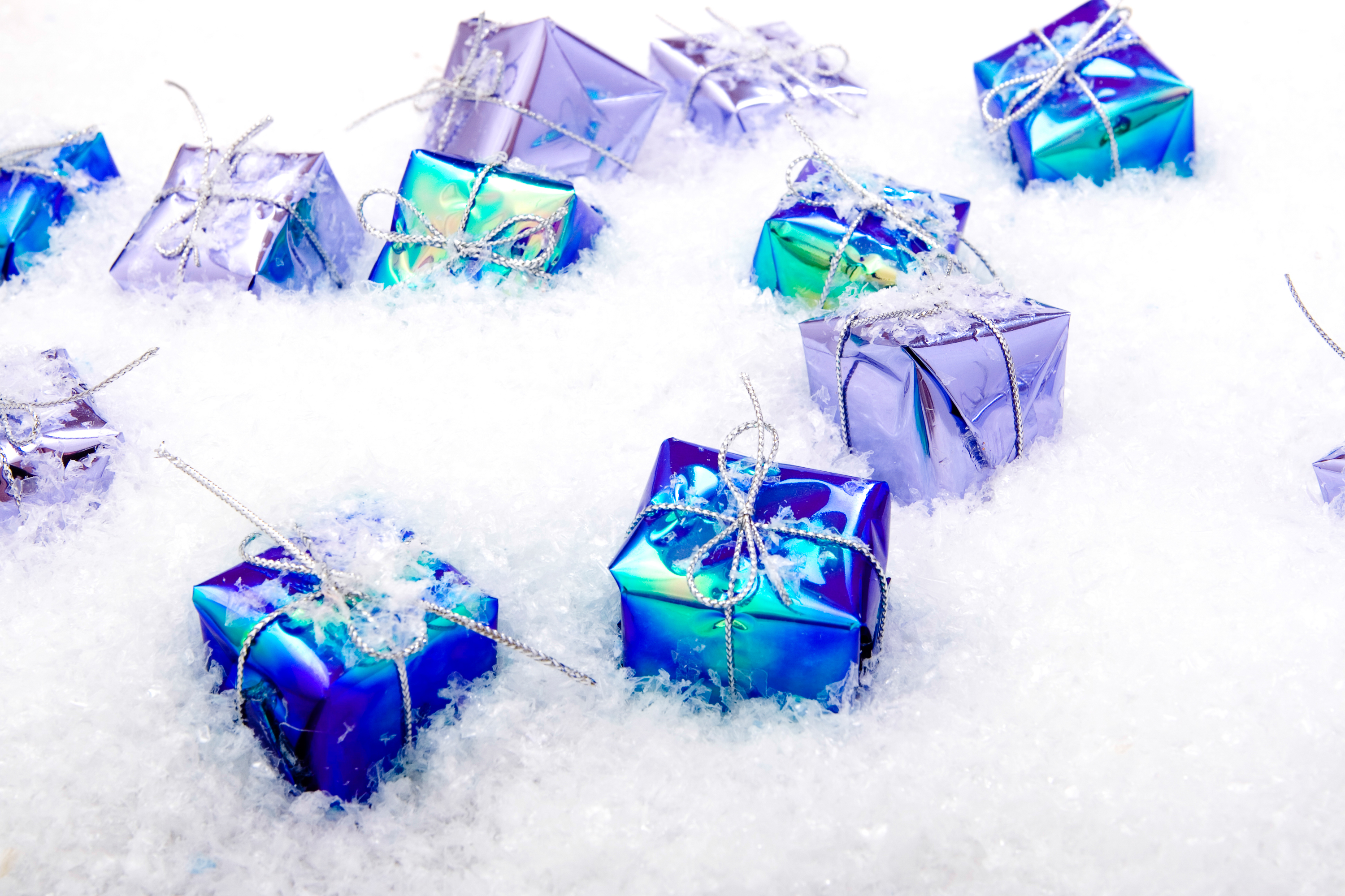 gift boxes in snow, Package, Knot, Present, Snow, HQ Photo