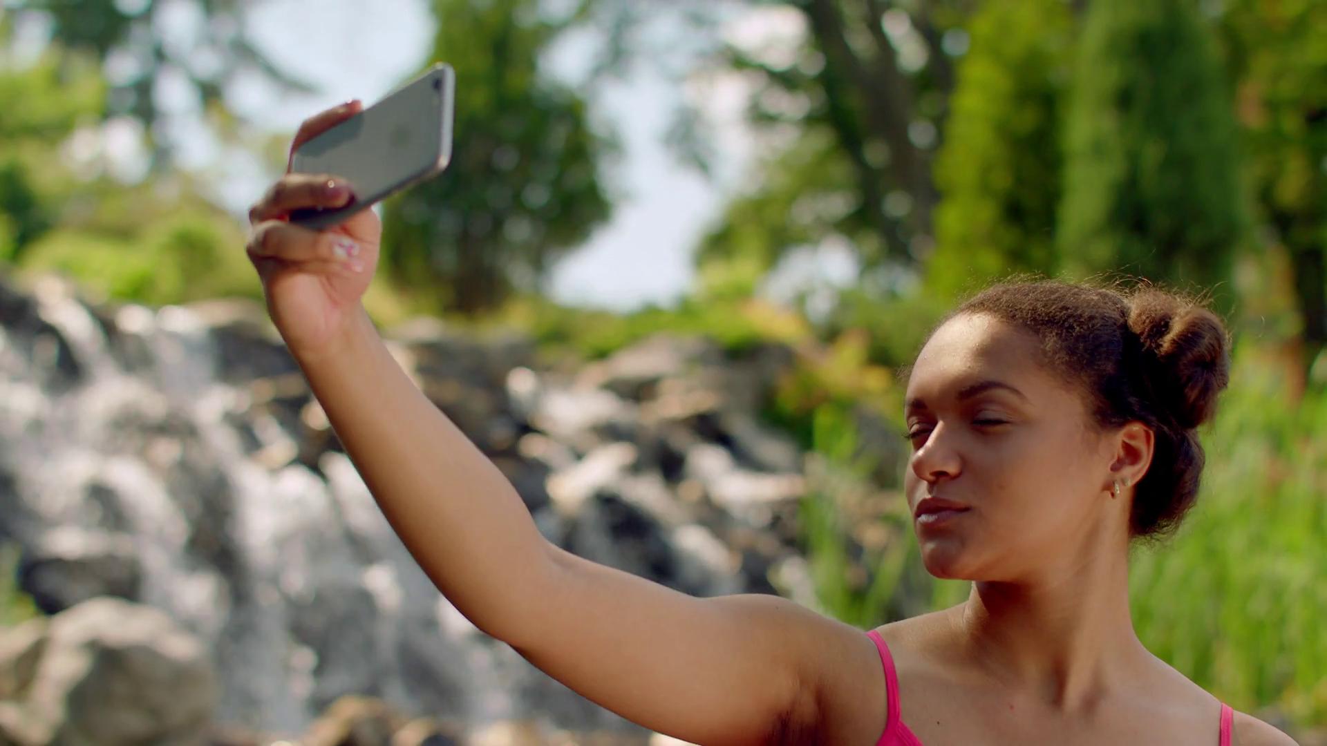 Girl taking selfie photo. Selfie girl showing v sign. Closeup of ...