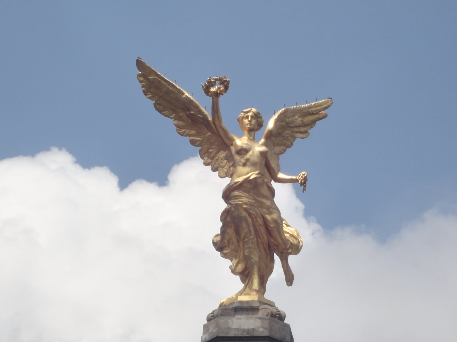 Golden Statue Of Angel Of Independence