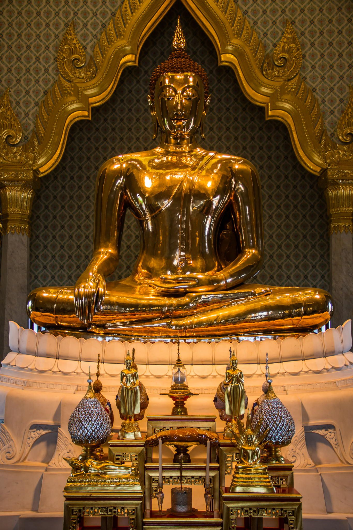 World's largest gold statue - Golden Buddha of Wat Traimit, Bangkok ...