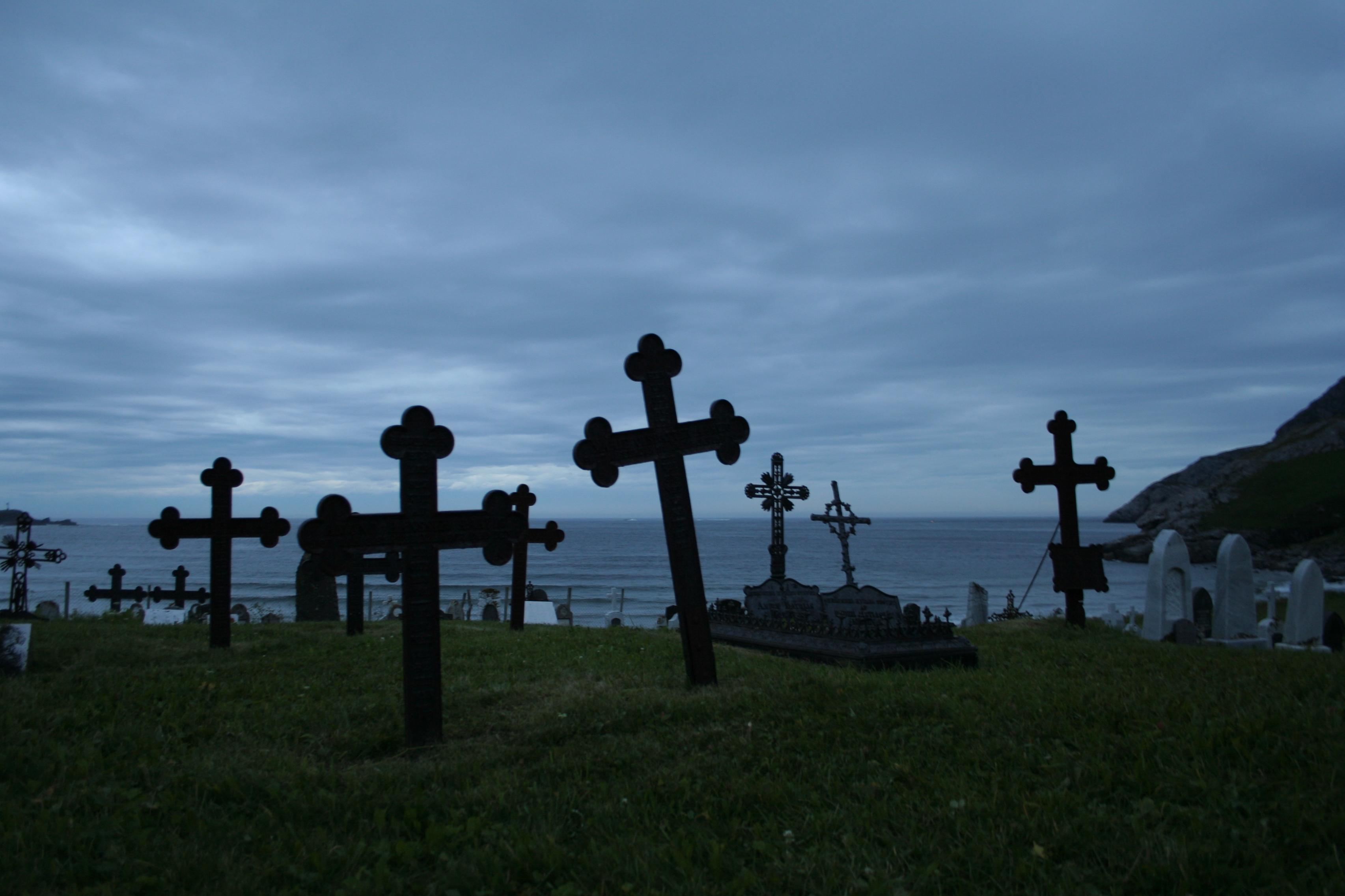 File:Ervik Graveyard Midnight.jpg - Wikimedia Commons