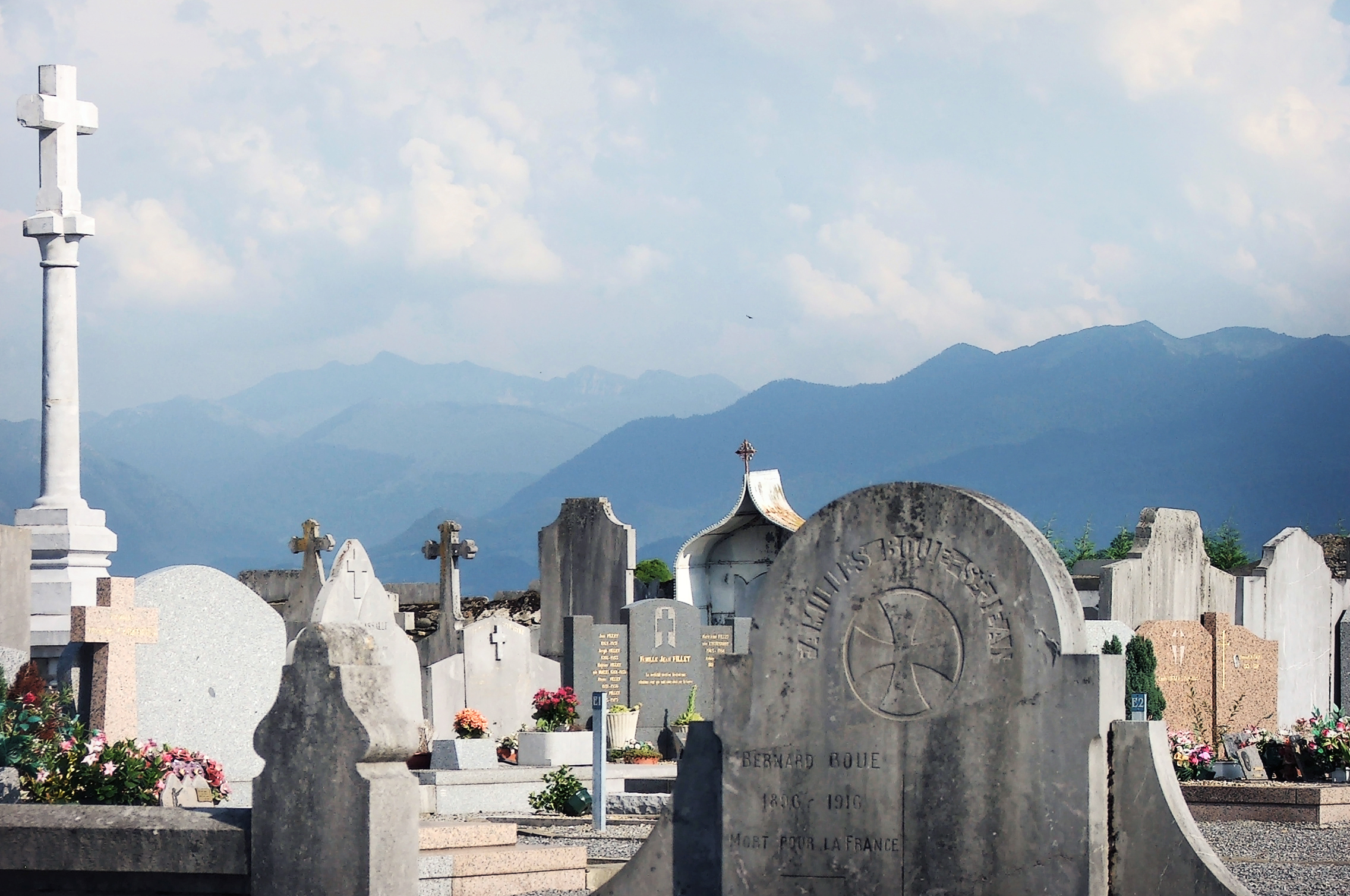 Graveyard and mountains, Beautiful, Cemetery, Clouds, Dead, HQ Photo