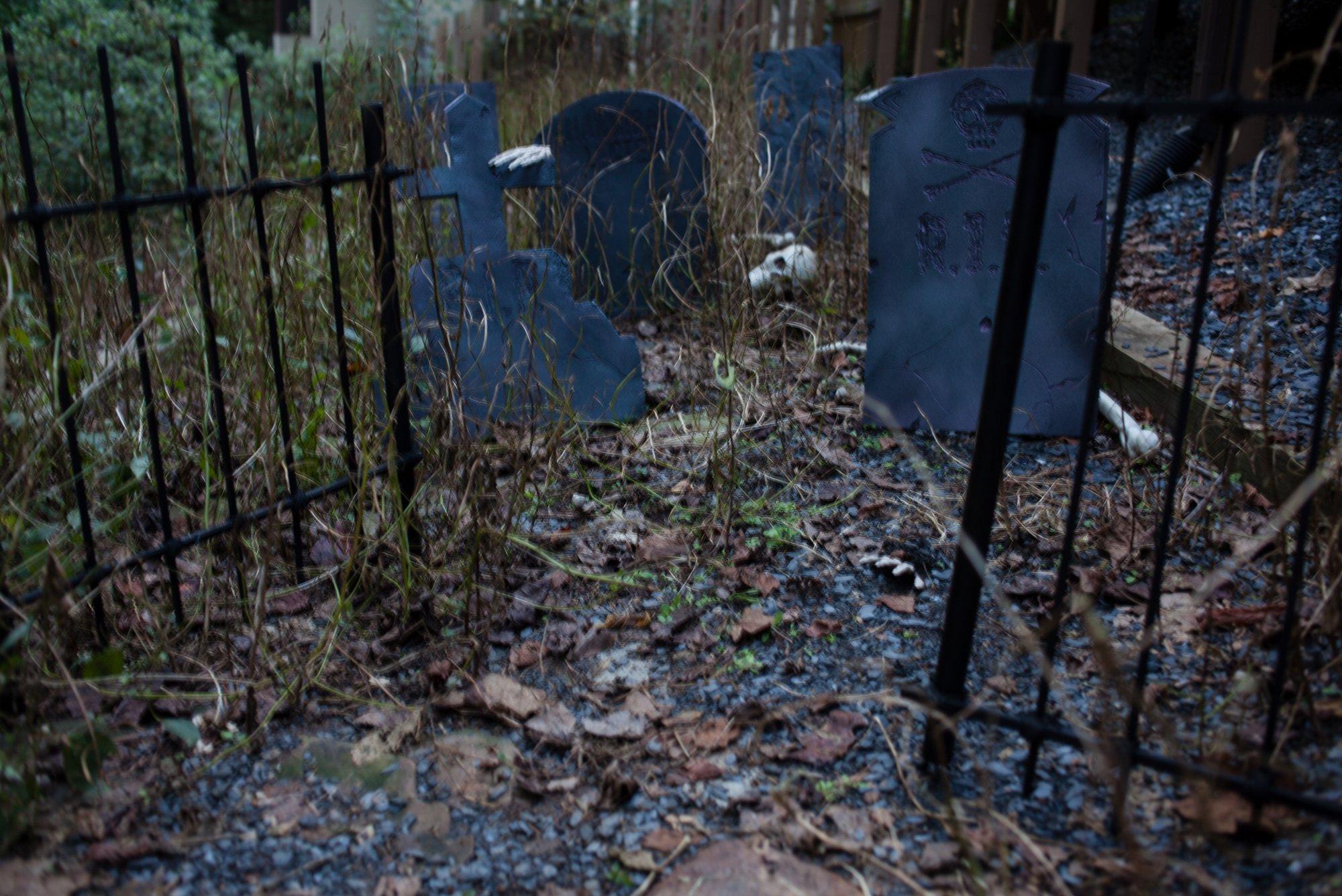 DIY Halloween Graveyard – Craft Box Girls