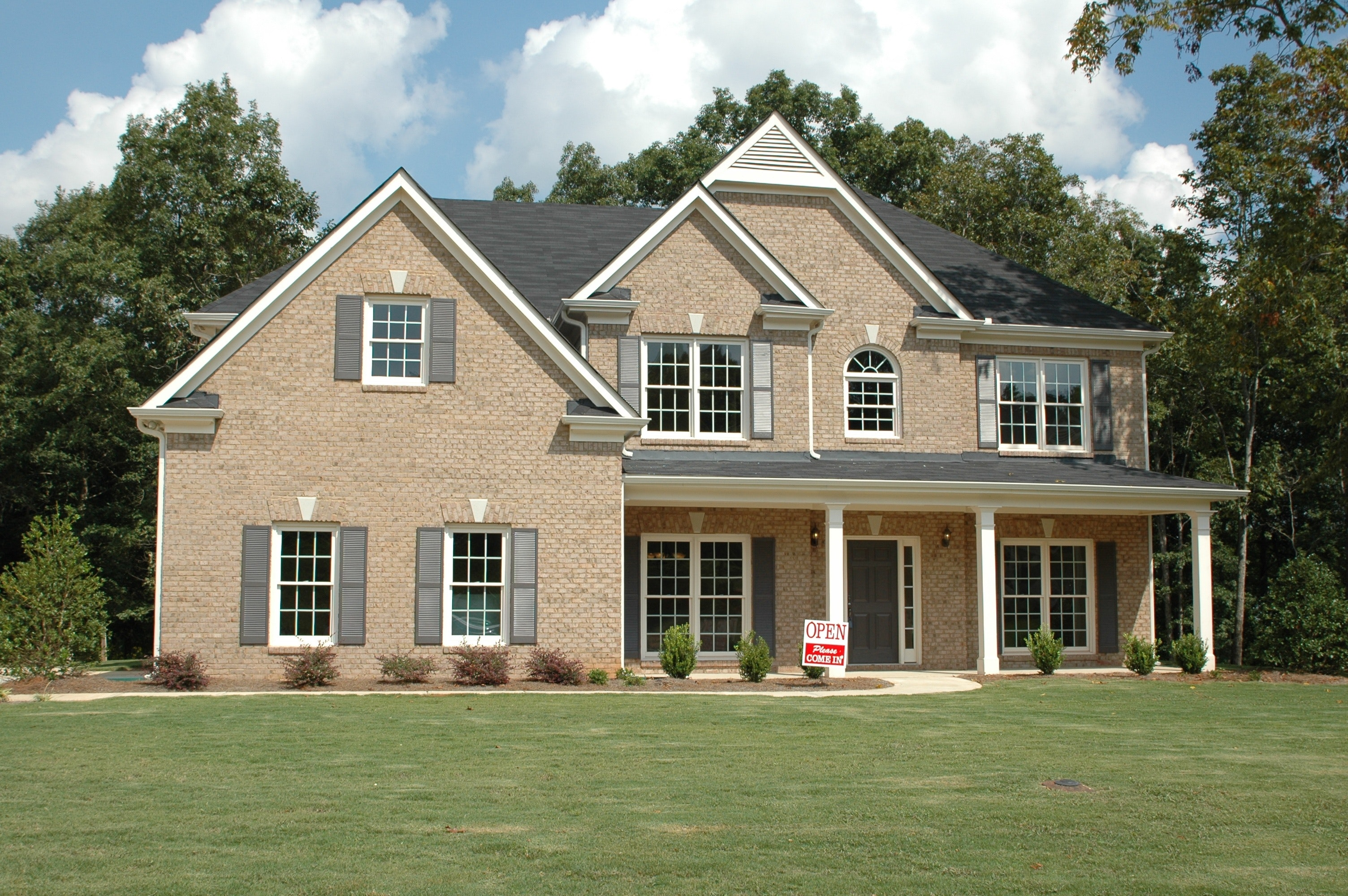 Gray 2 Storey House at Daytime, Property, Porch, Real estate, Windows, HQ Photo