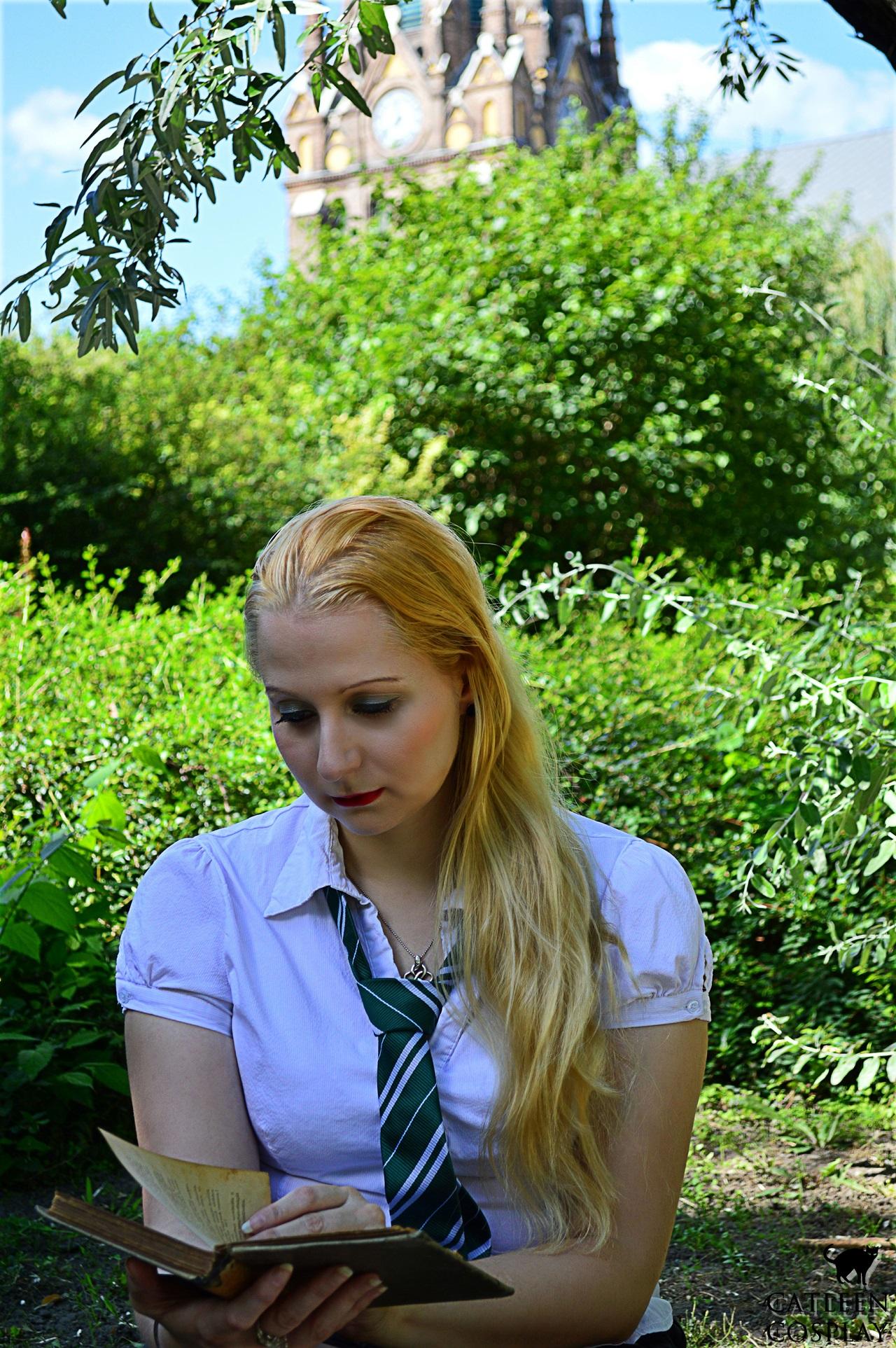 Signed 13×18 Coscard – Daphne Greengrass | CatleenCosplay