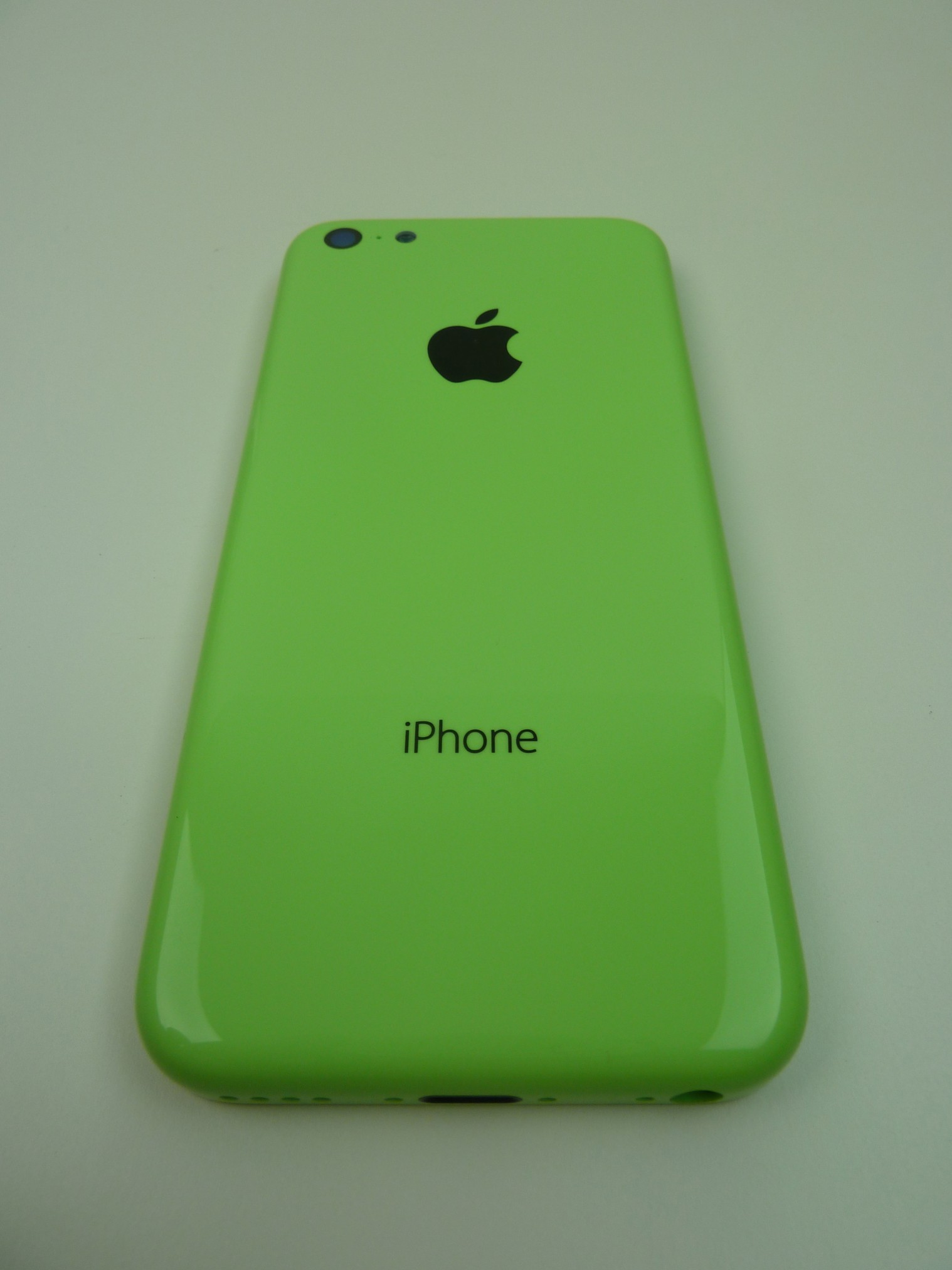 Leaked Images of Green iPhone 5C and Volume Buttons