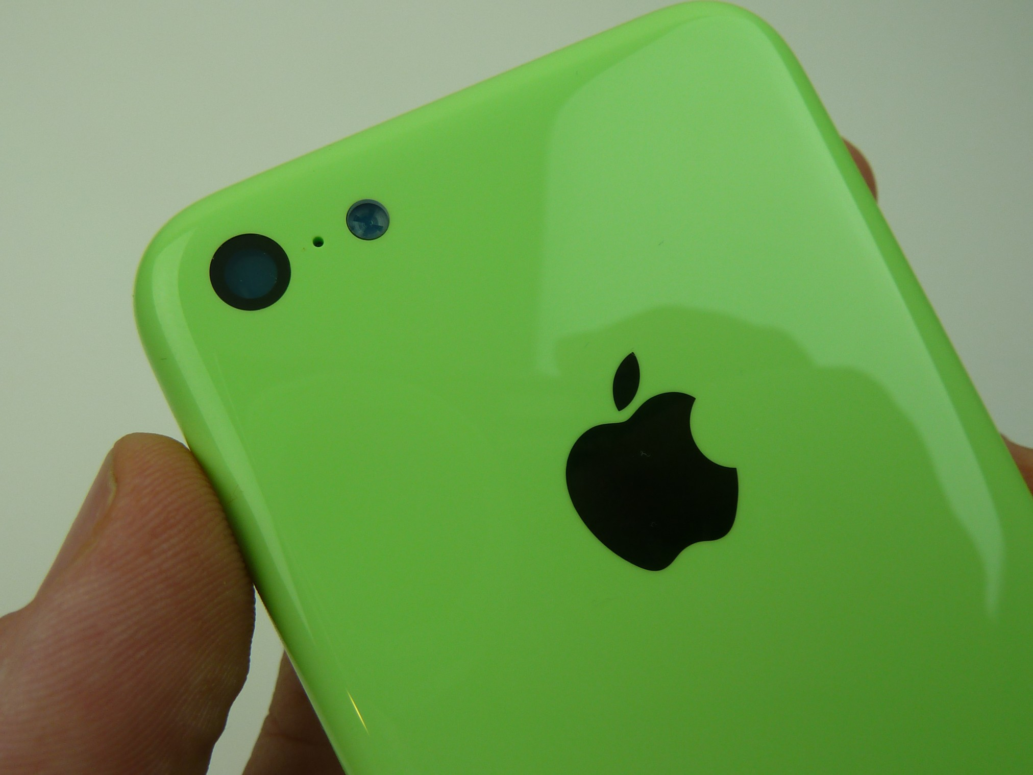Gigaom | Leaked images show a lime green Apple iPhone 5C