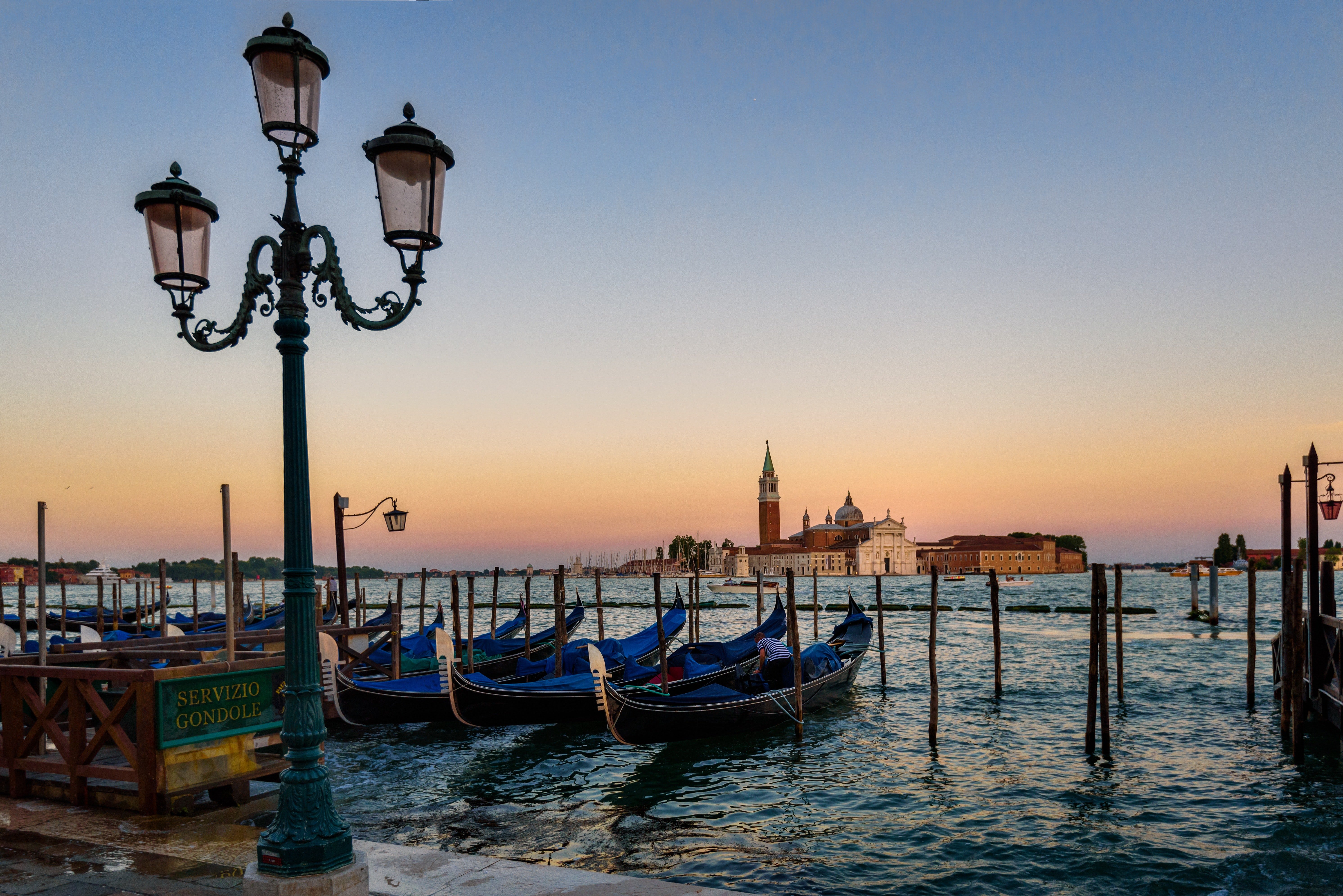 Green Metal Post in Front of the Body of Ocean With Boats during Twilight, Boats, Canal, Dawn, Dusk, HQ Photo