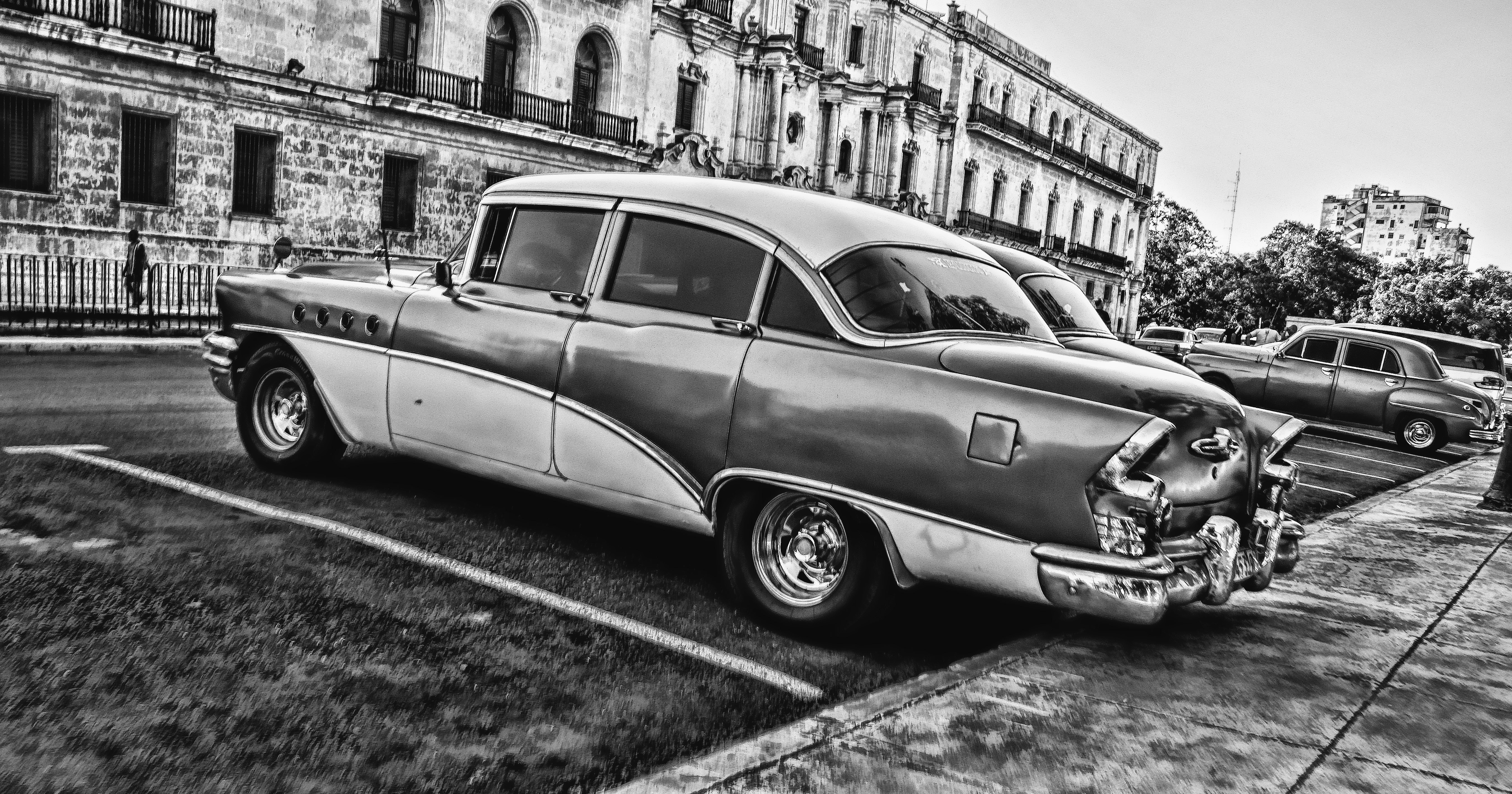 Greyscale Photo of Vintage Car Parked Beside Building, Asphalt, Pavement, Vintage, Vehicles, HQ Photo