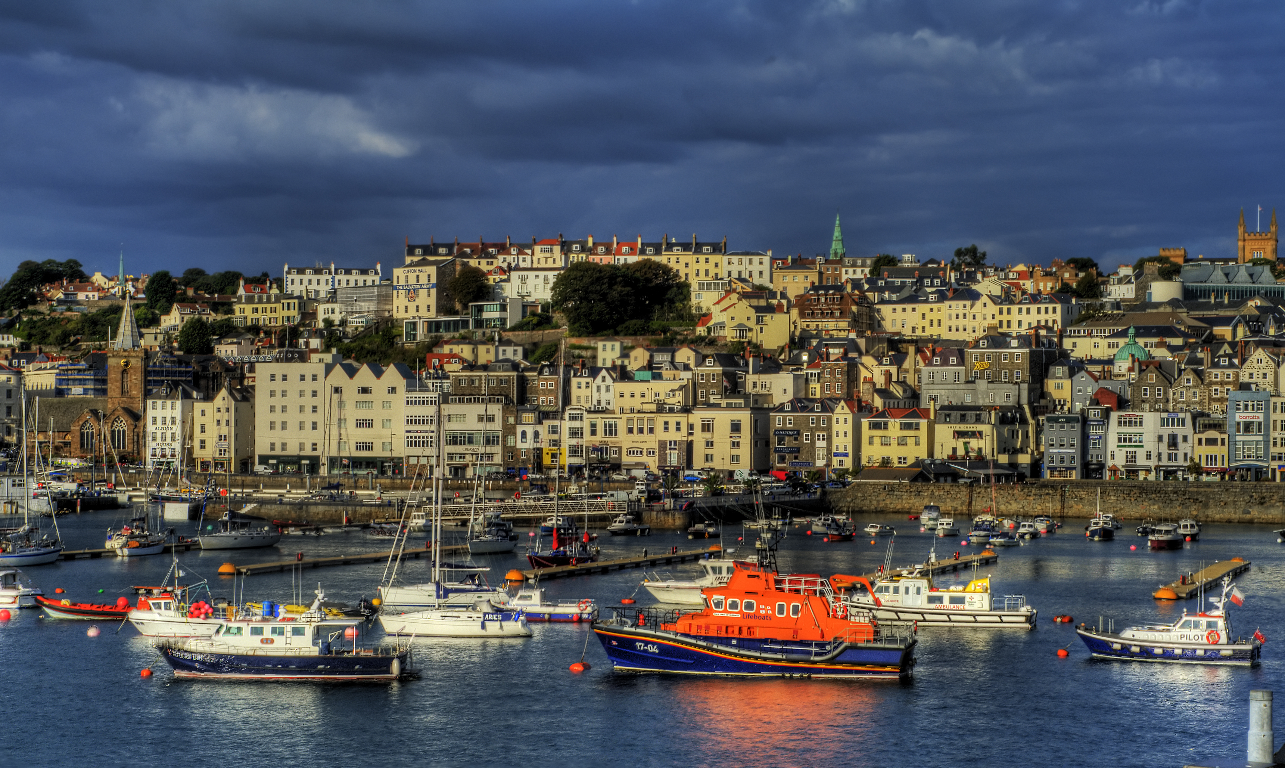 Guernsey Harbour | HDR creme