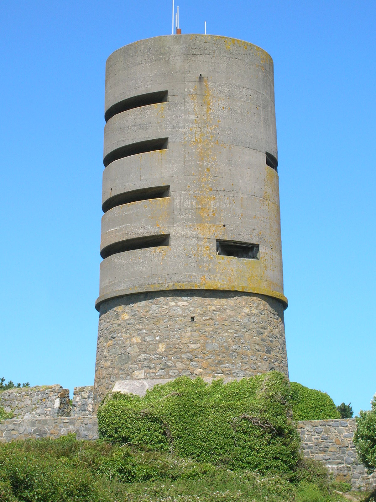 Fort Saumarez - Wikipedia