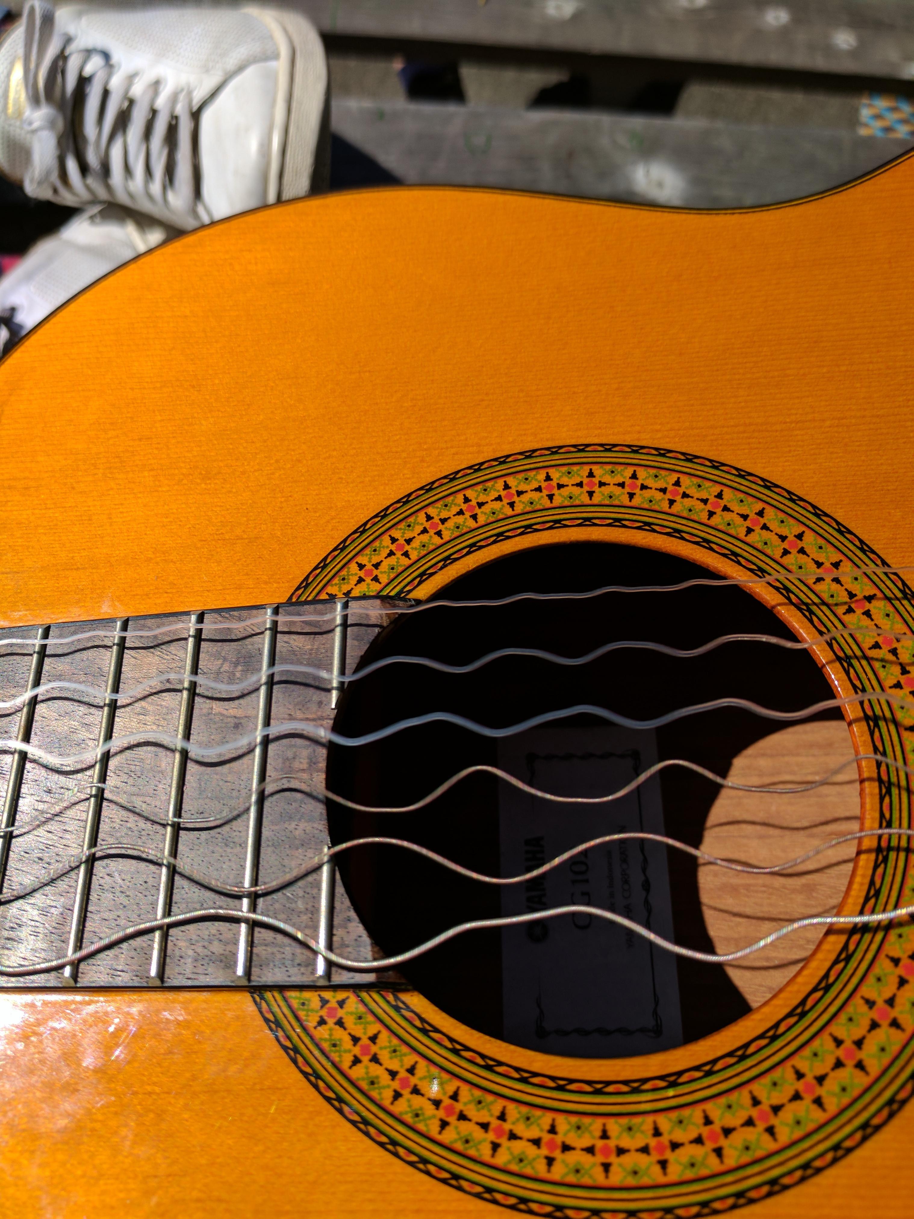 Wavelengths of guitar strings captured on camera : mildlyinteresting