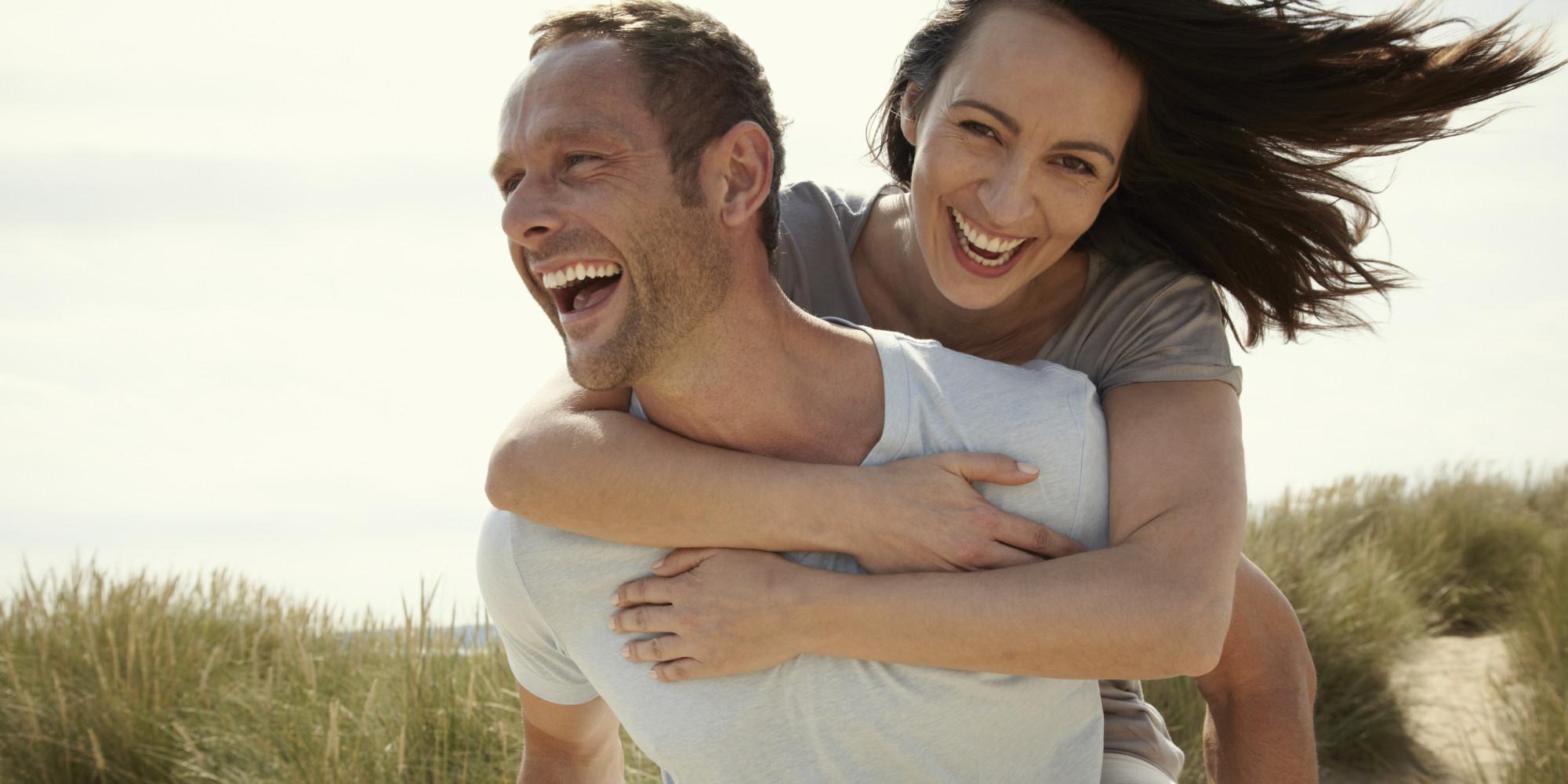 o-happy-couple-facebook - Go Social