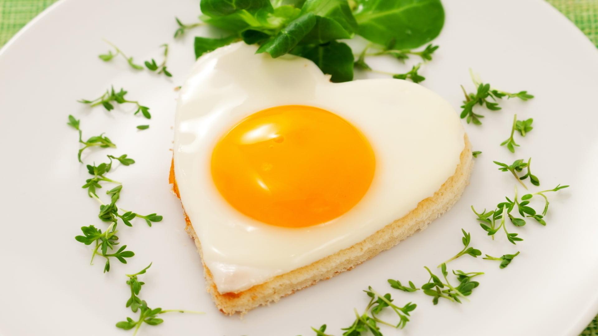 Heart shaped sunny side-up egg on bread HD wallpaper   Wallpaper Flare