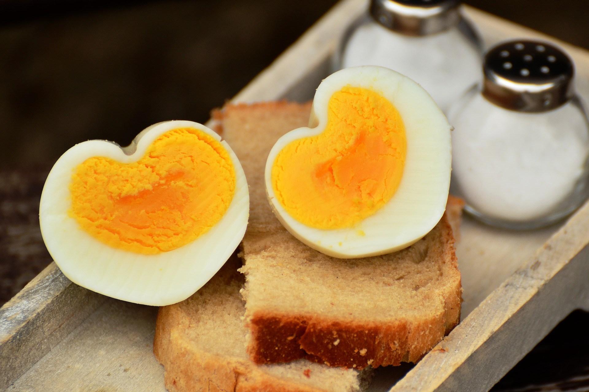 How to make heart shaped eggs - Life Hacks