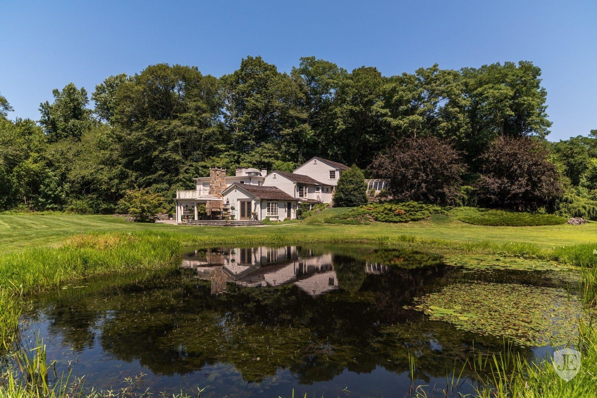 Hidden pond photo